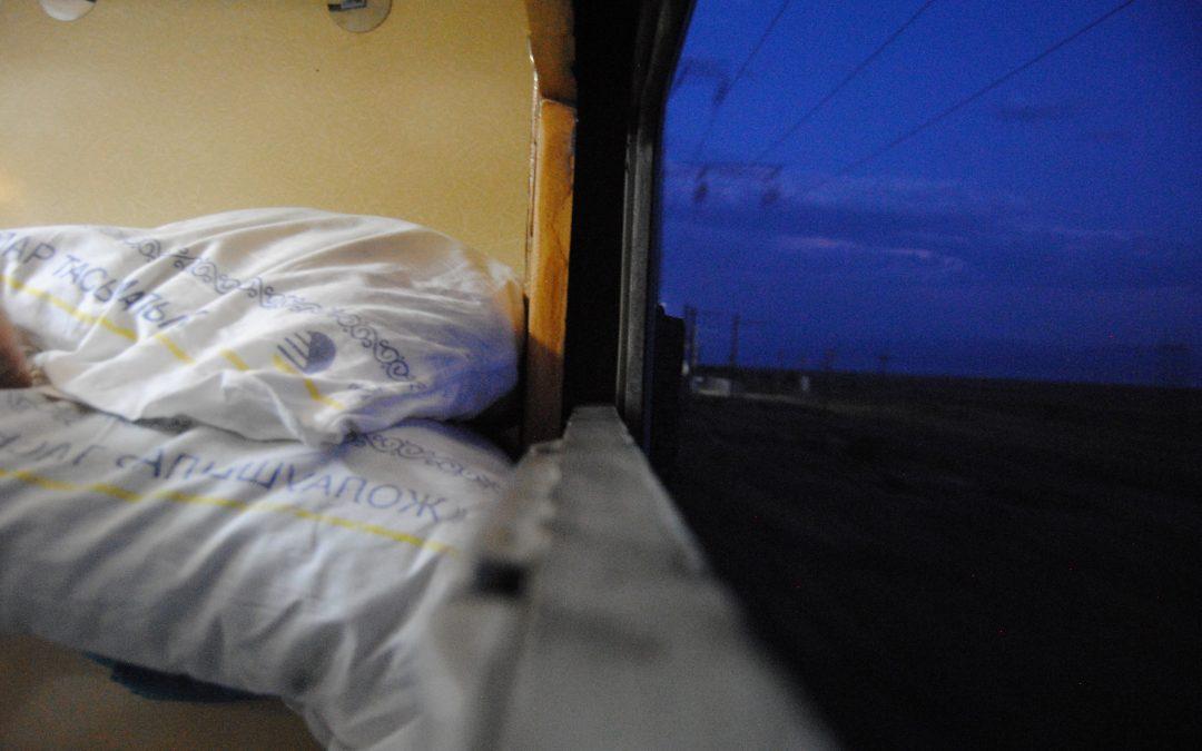 Viajando durante 18 horas en un tren kazajo de Astana a Almaty