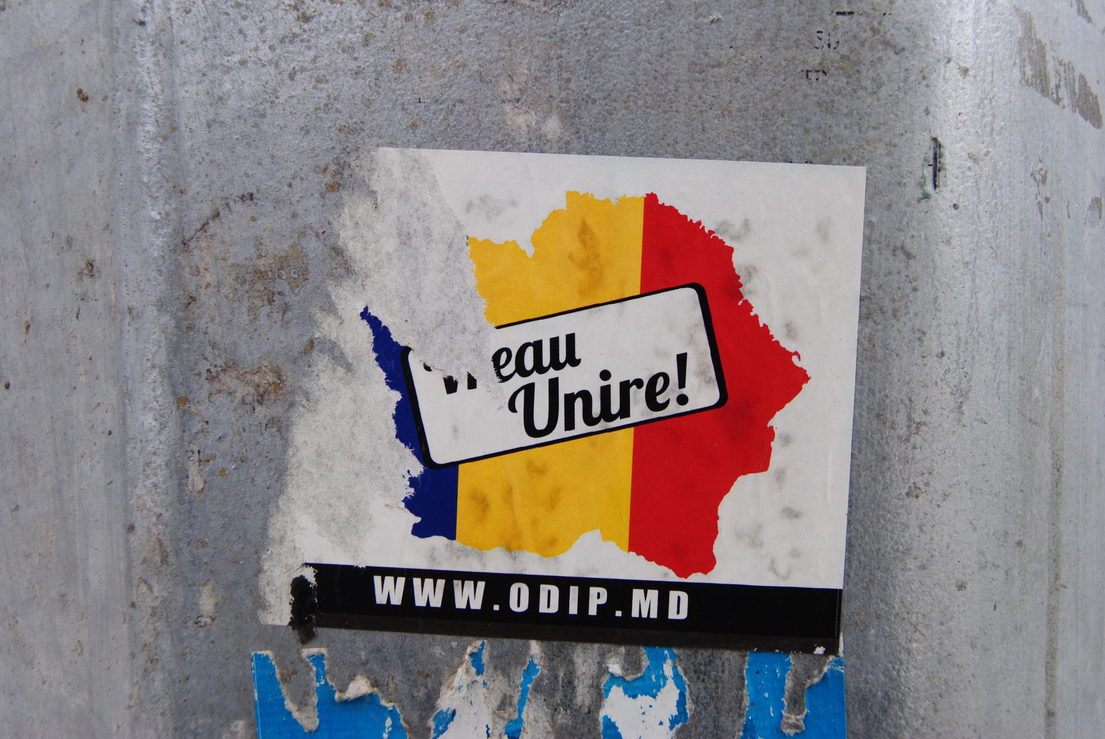 Pegatina en favor de la unión entre Moldavia y Rumanía