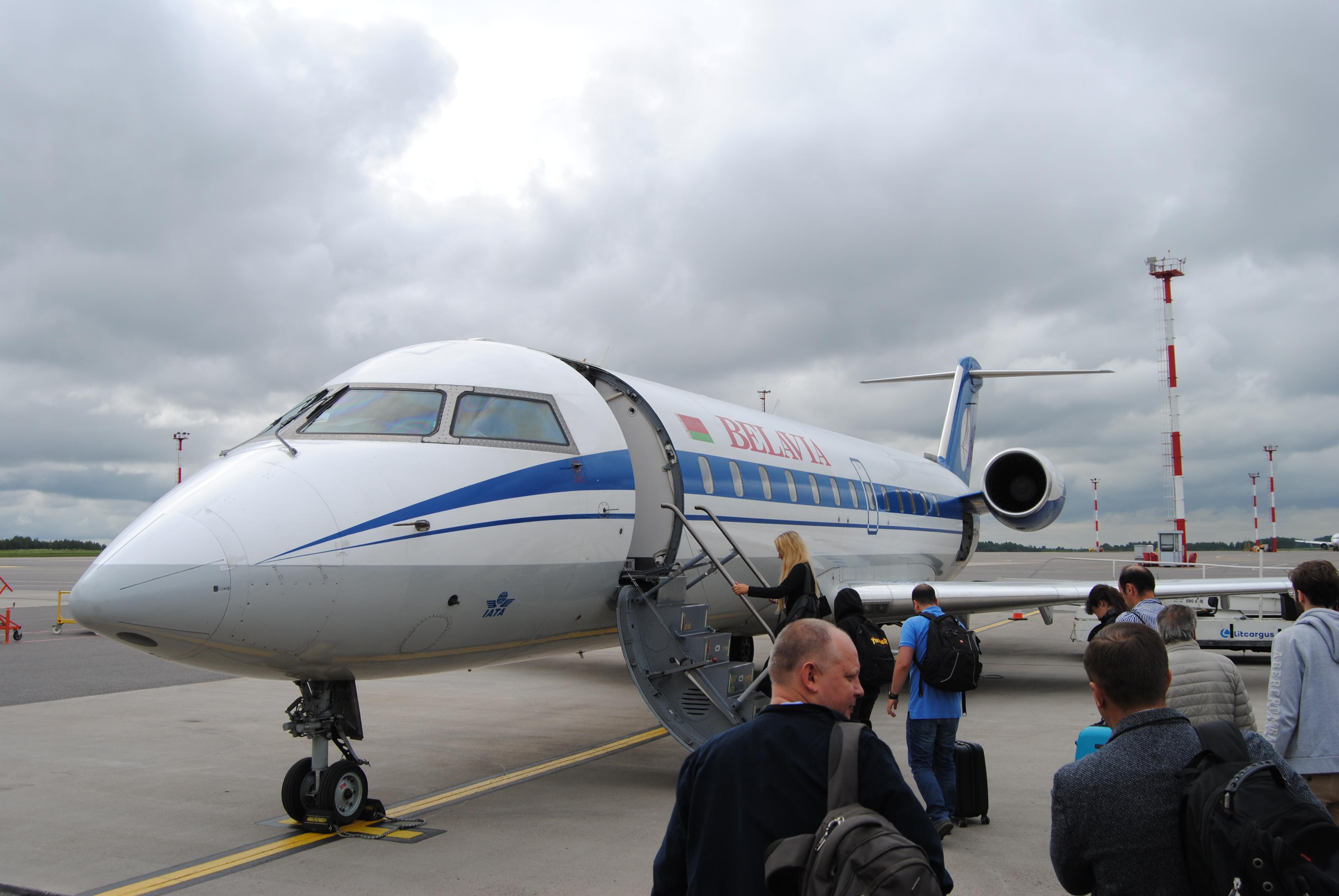 Bombardier CRJ - 200 de Belavia International Airlines