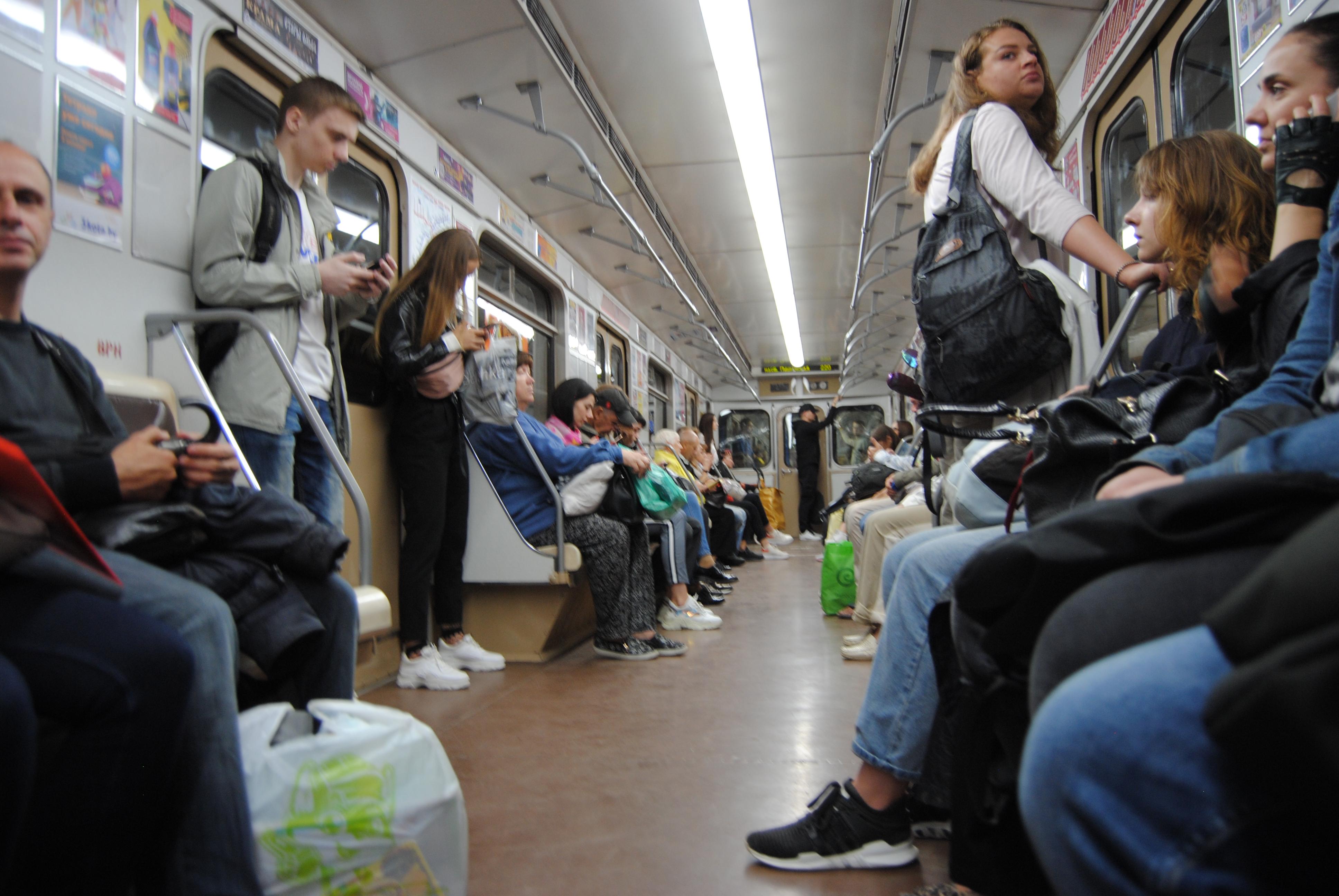 interior del vagón del metro de Minsk