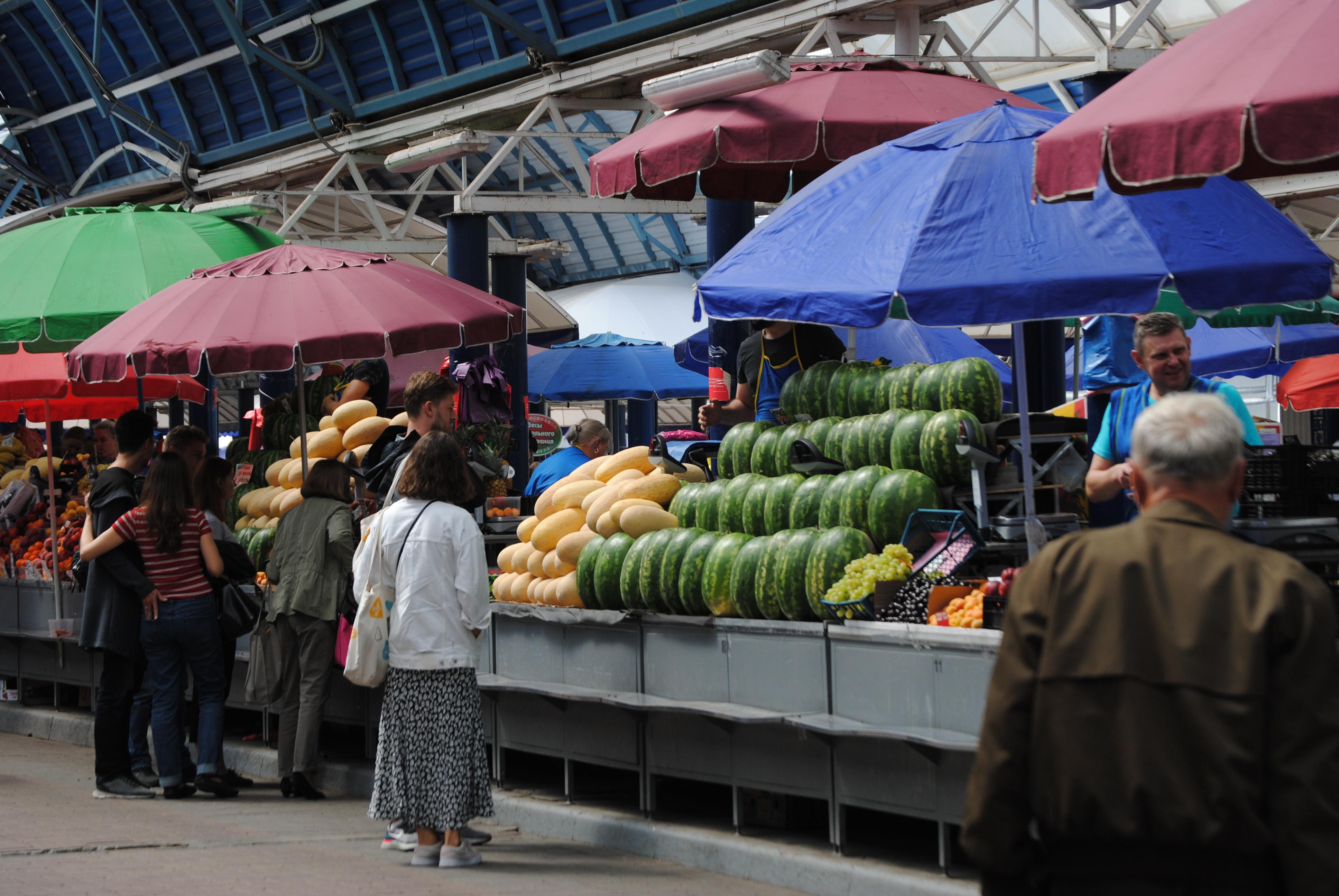 Exterior del mercado de Komarovskiy de Minsk