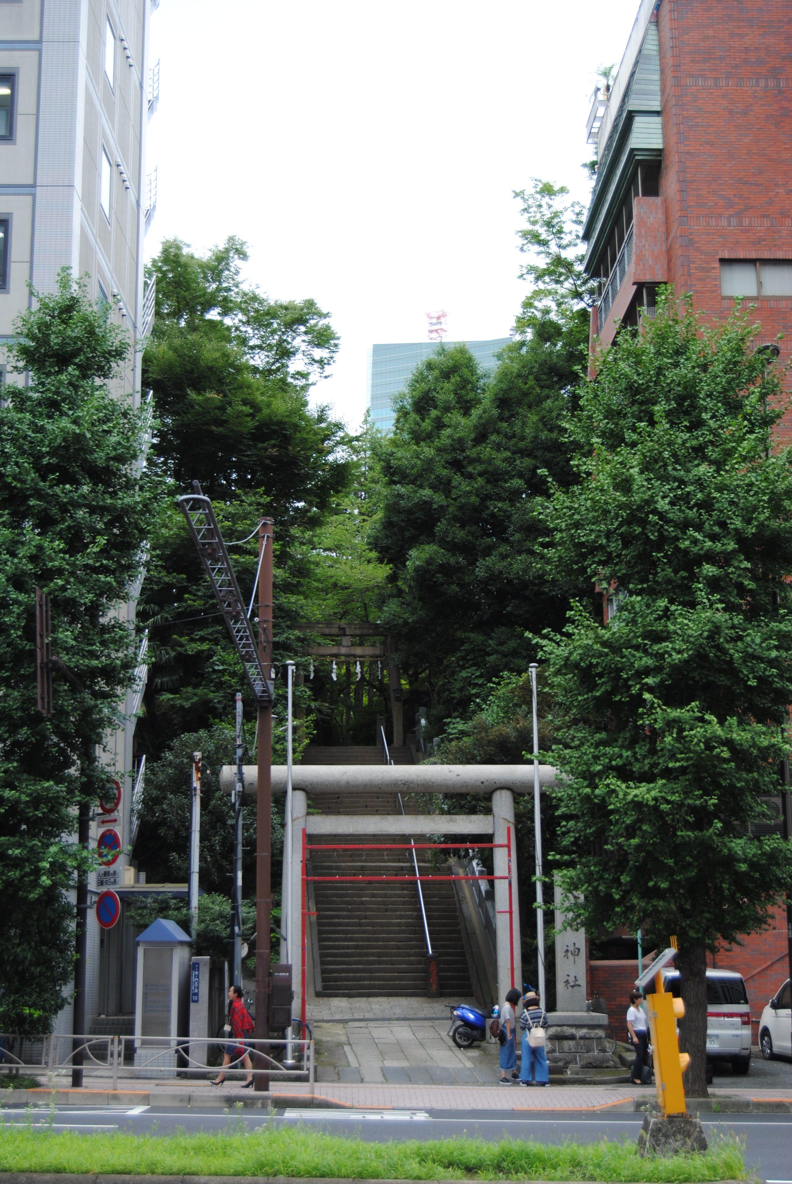 Templo sintoista en medio de Tokyo