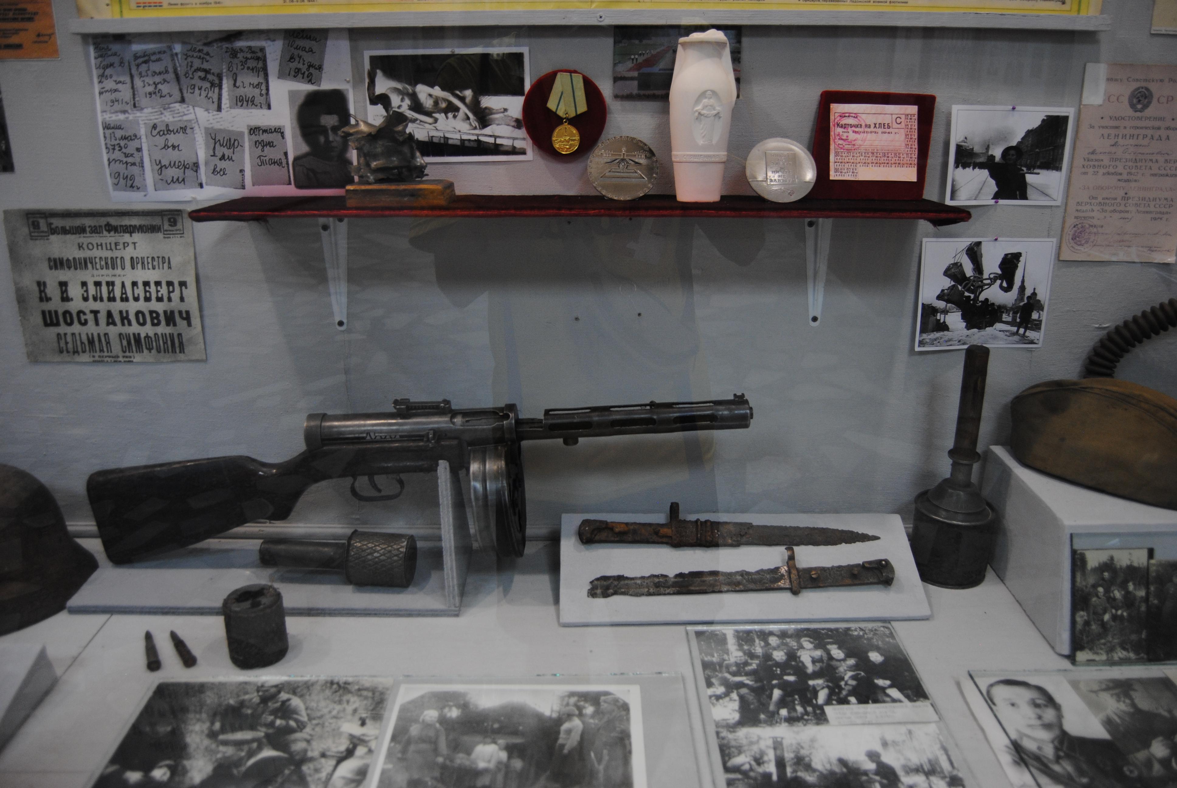 Armas expuestas en el Museo de Historia Militar de Almaty