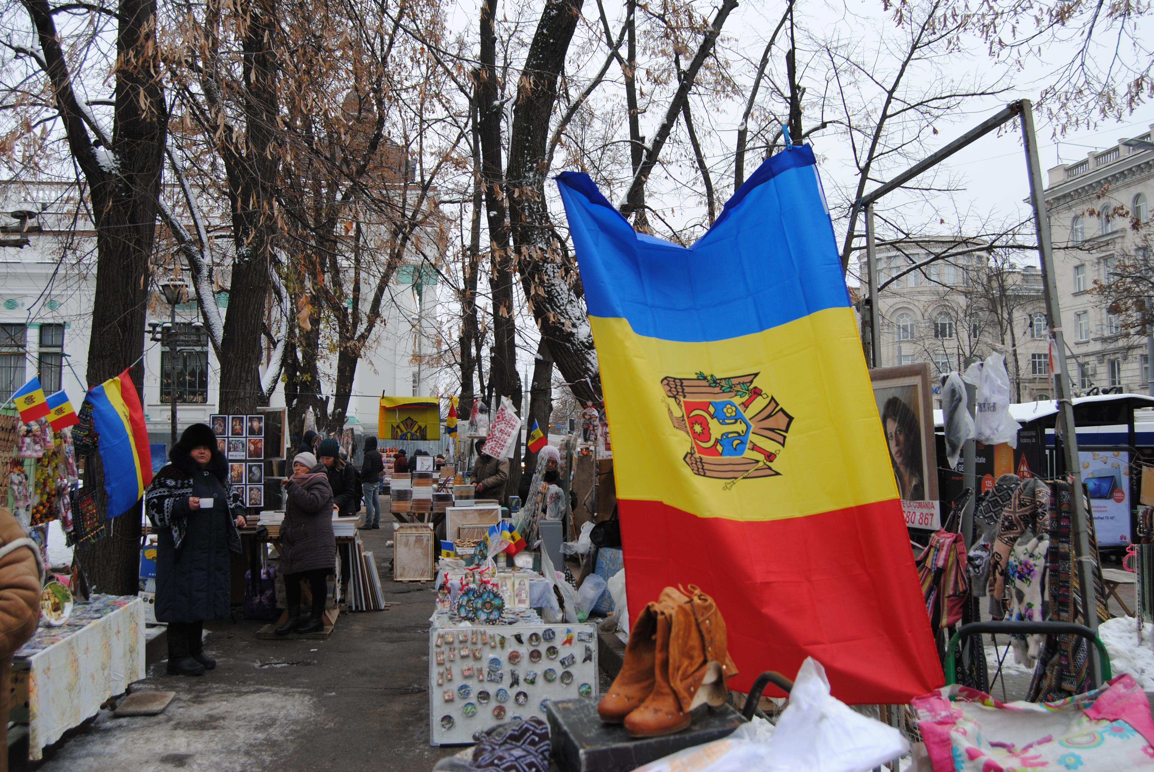 Mercadillo en el bulevar Stefan Cel Mare, Chisinau