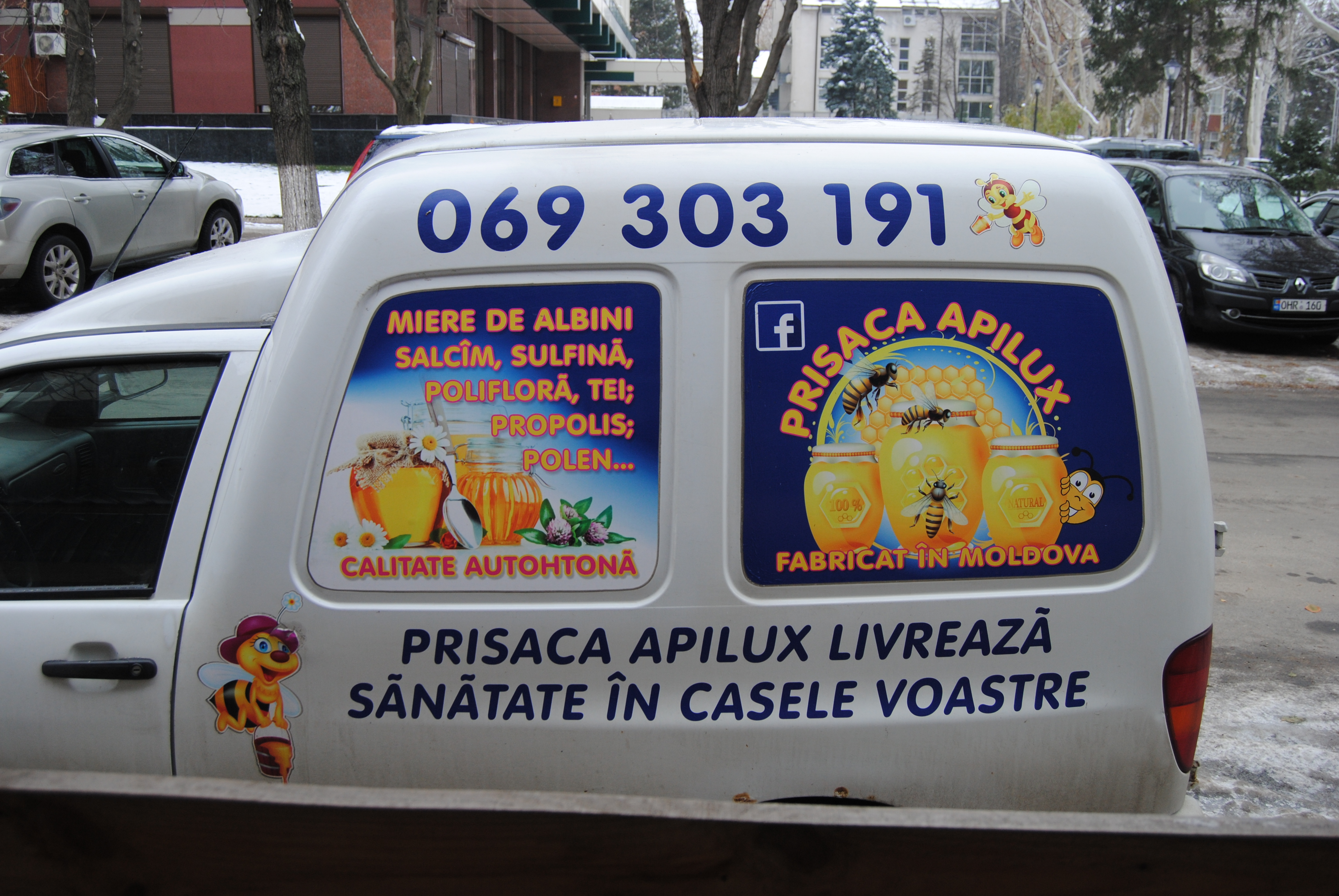 Vendedor de miel en las calles de Chisinau