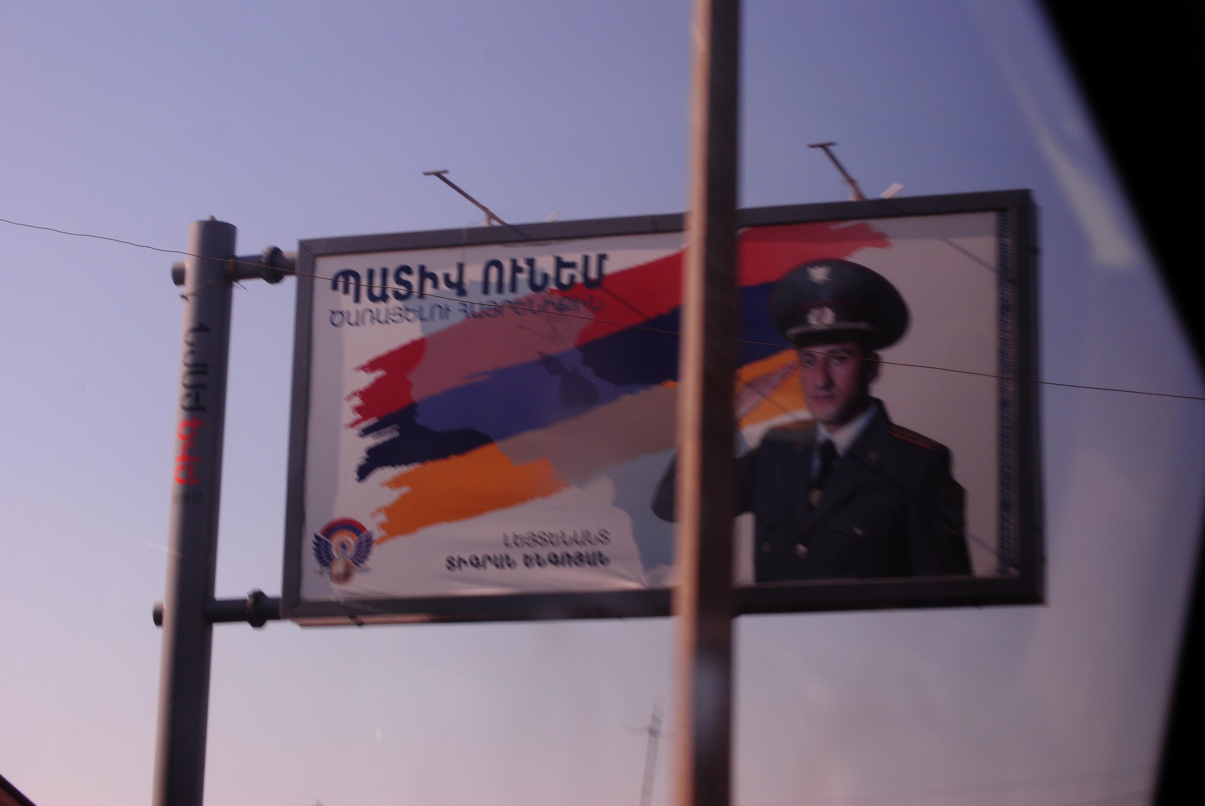Cartel propagandístico en Erevan