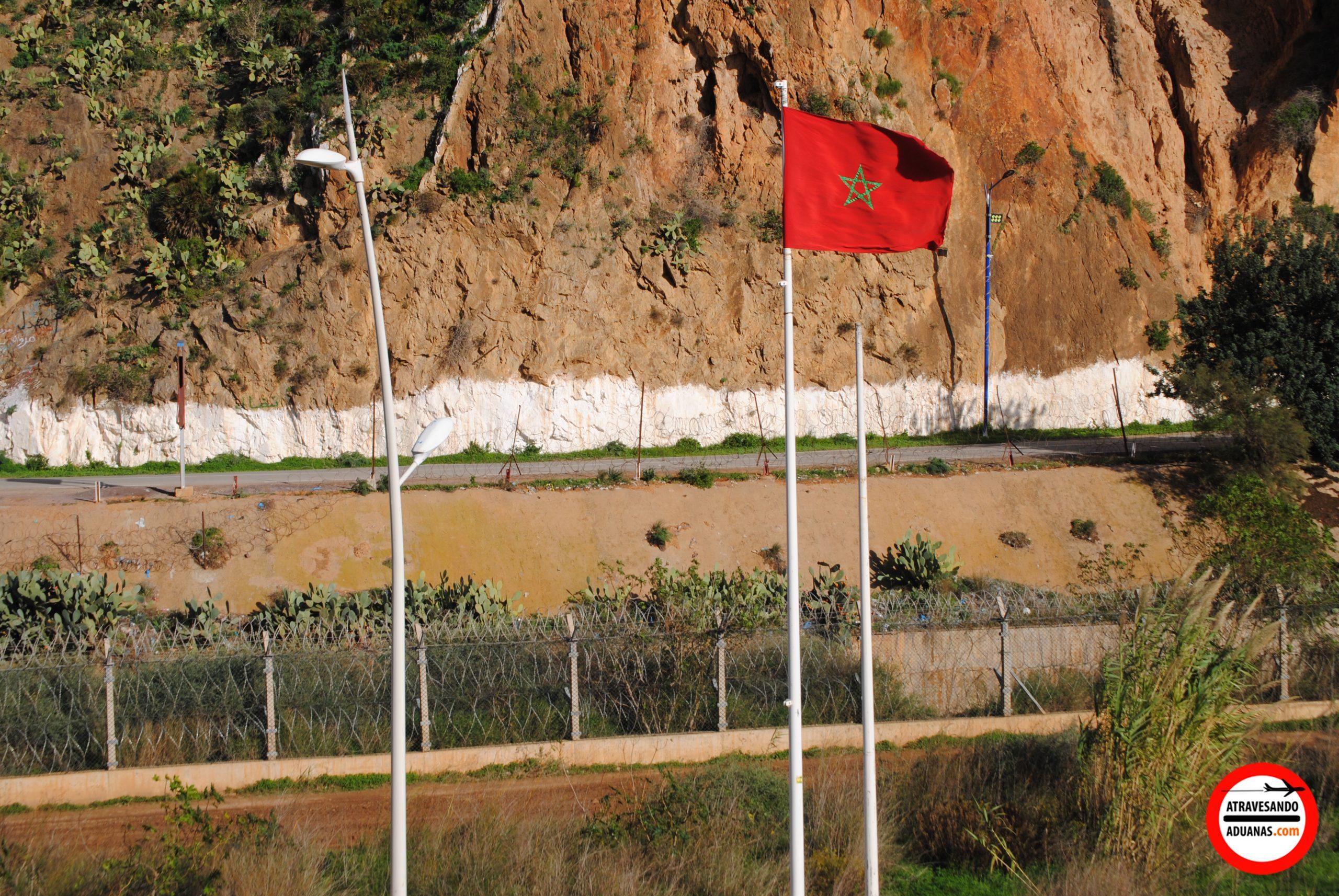 foso entre marreucos y argelia en saïdia