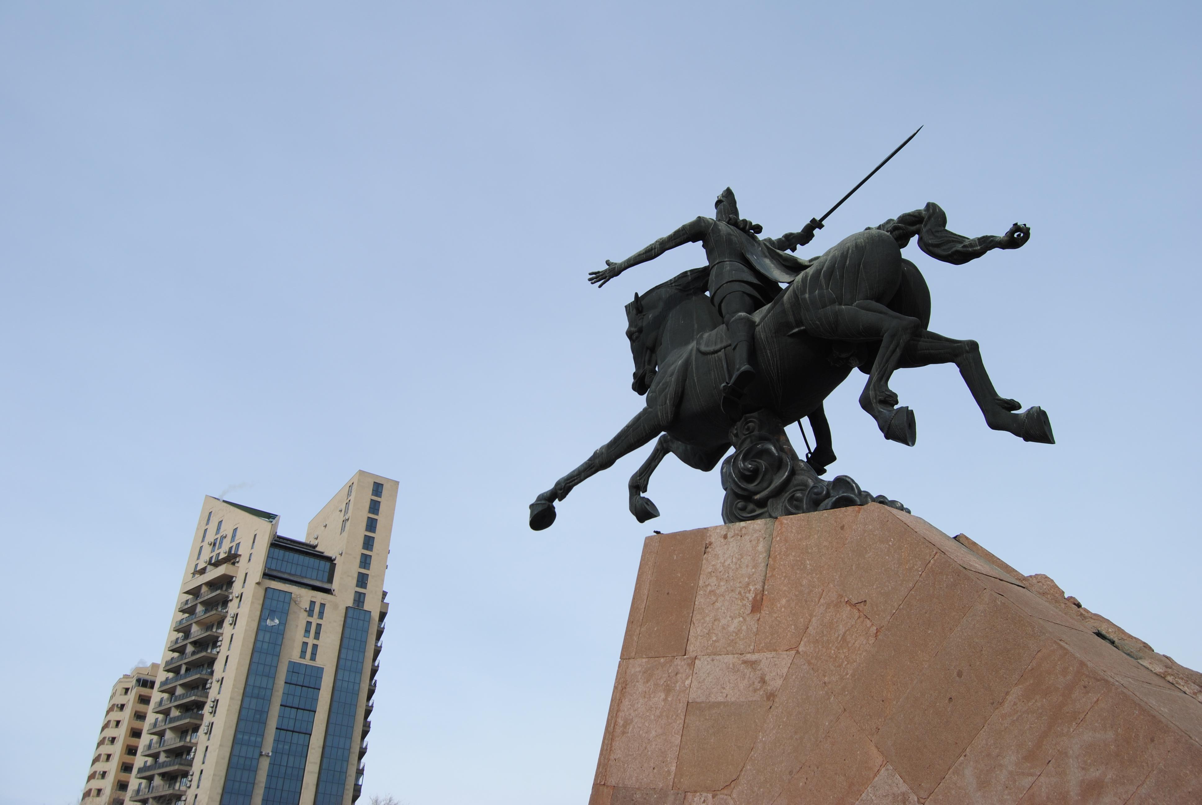 Vardan Mamikoyan estatua en Ereván