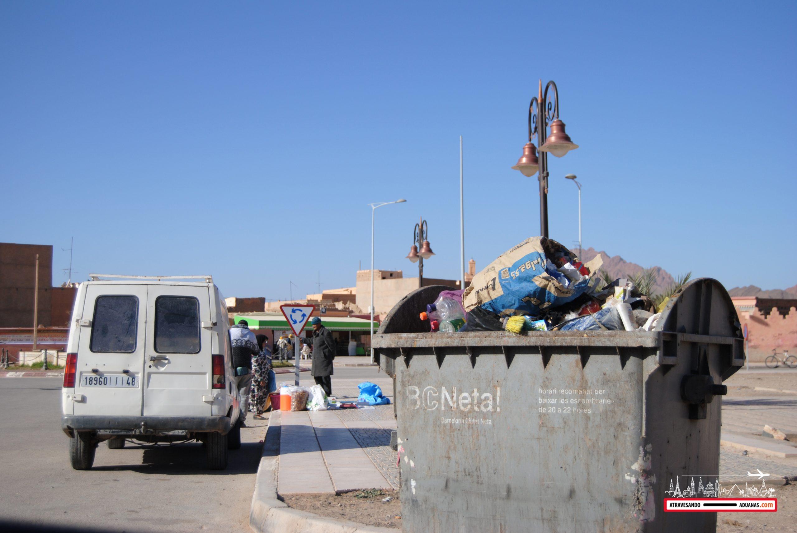 contenedor de barcelona en la ciudad de Figuig, Marruecos