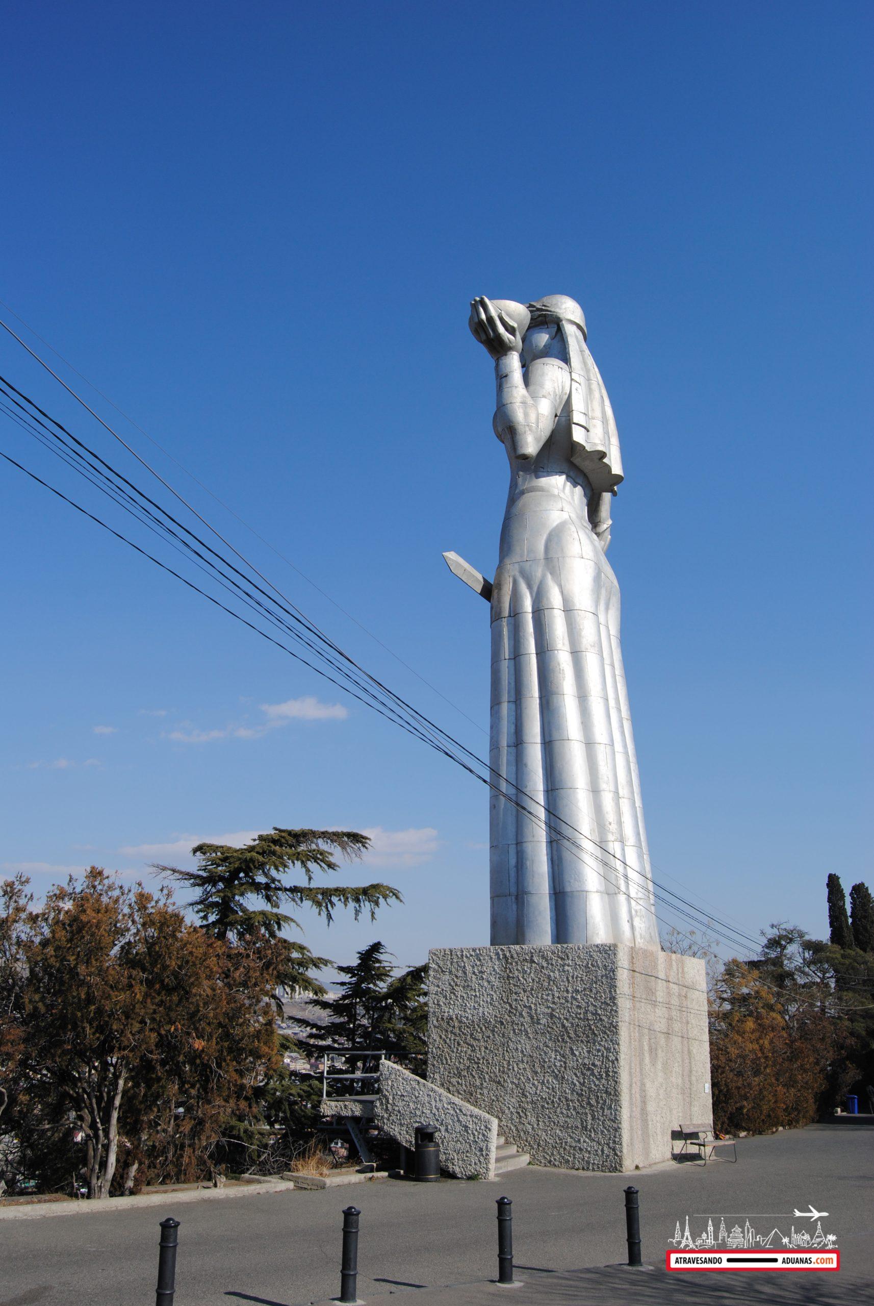 estatua de la madre de Georgia
