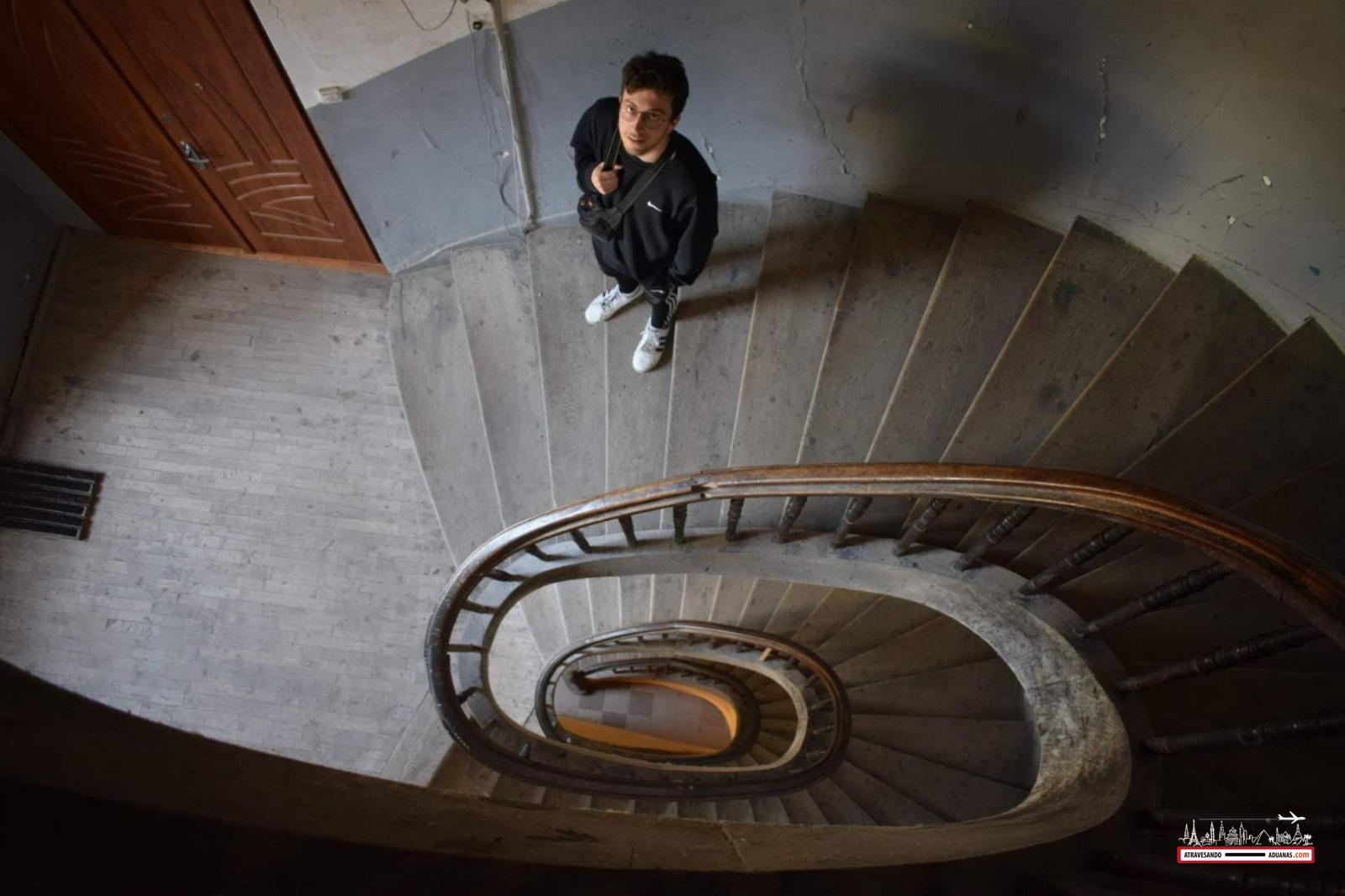 escaleras del A1 hostel