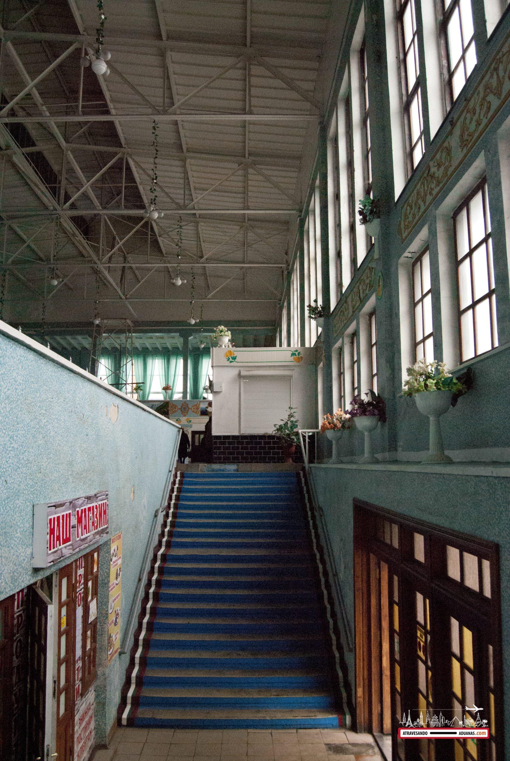 escaleras del mercado de krakivsky, lviv