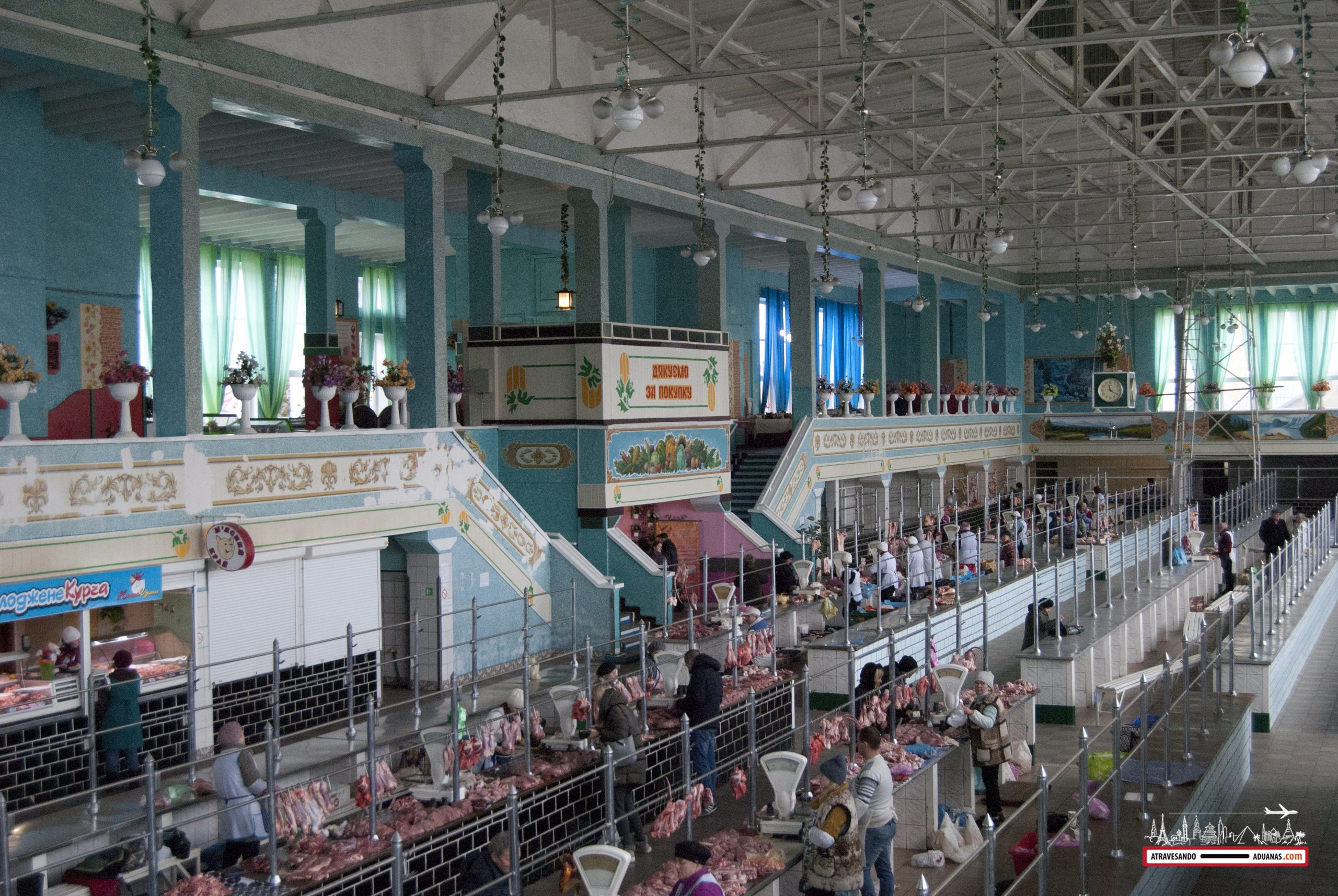 interior del mercado Krakivsky, lviv