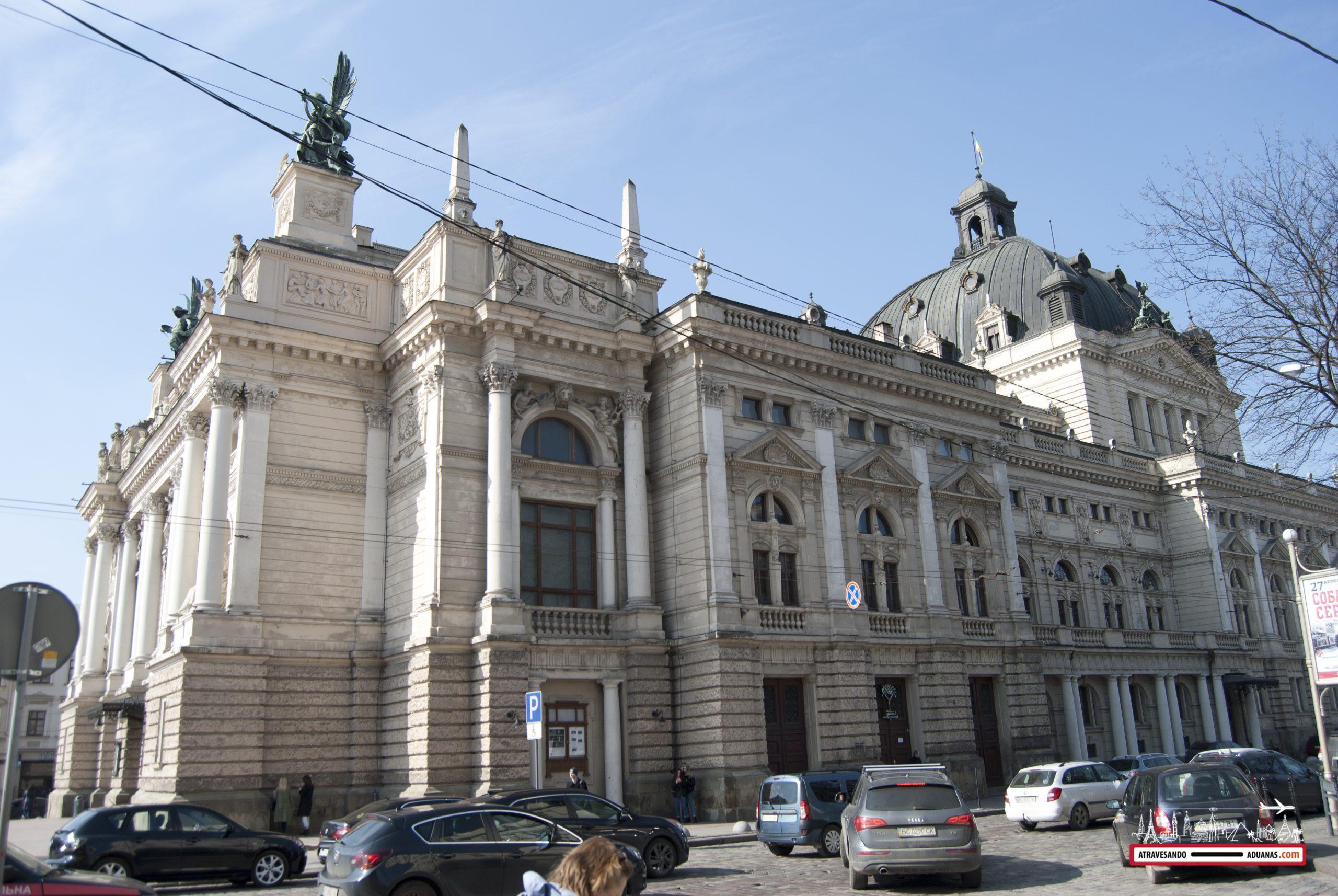 exterior de la ópera de Lviv