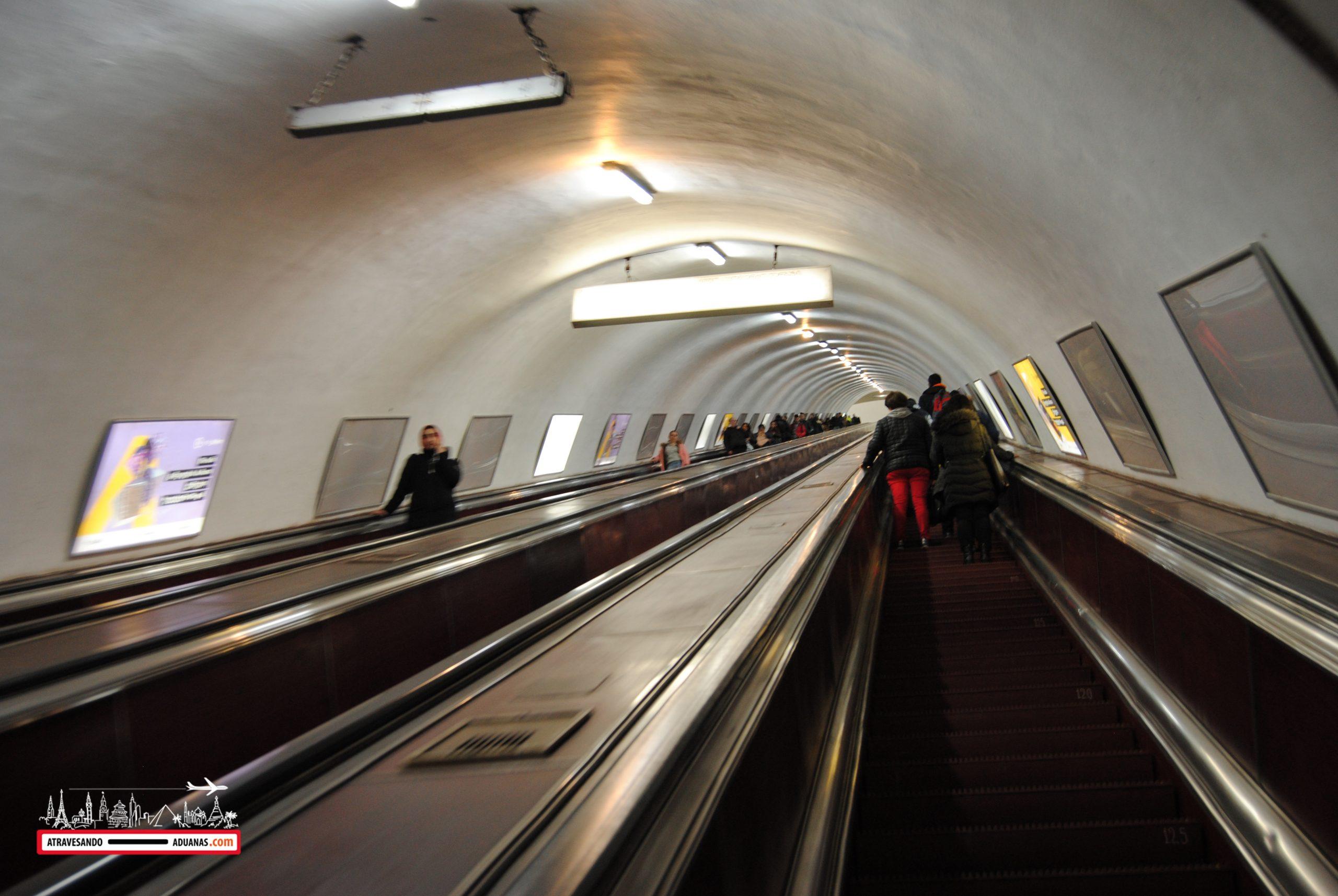 escaleras del metro de Tbilisi