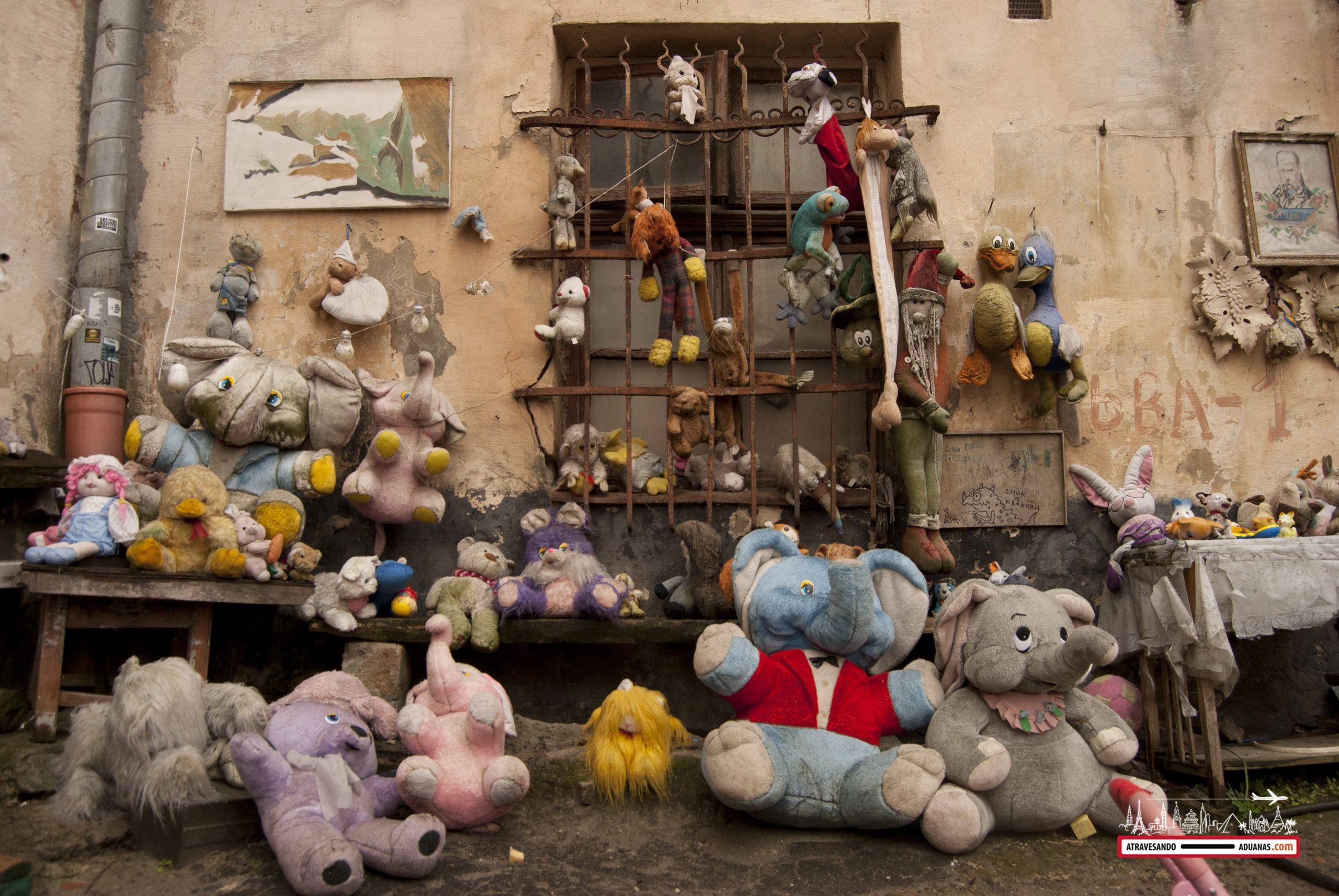 juguetes abandonados en lviv