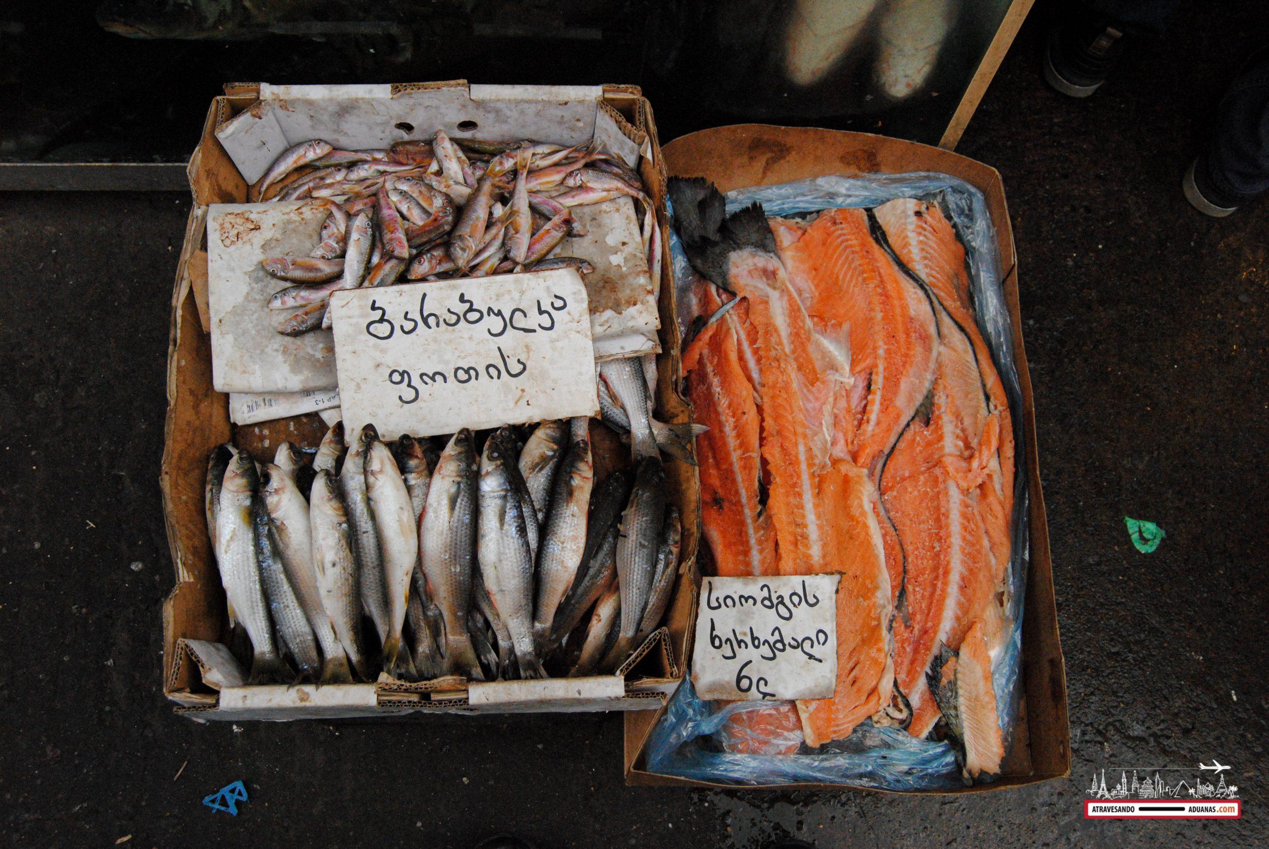 Trozo de Salmón en el Dezerter Bazaar de Tbilisi