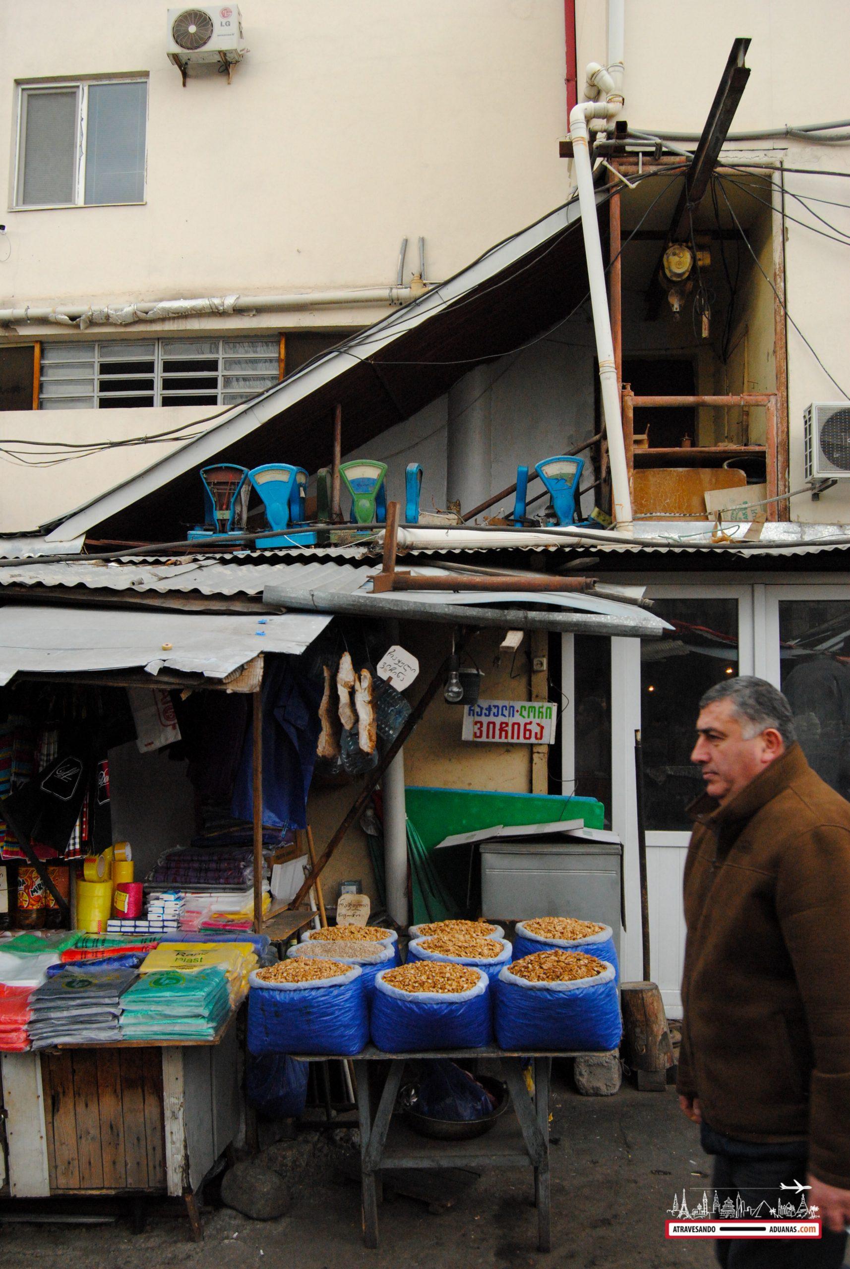 parada y básculas en el dezerter bazaar de tbilisi