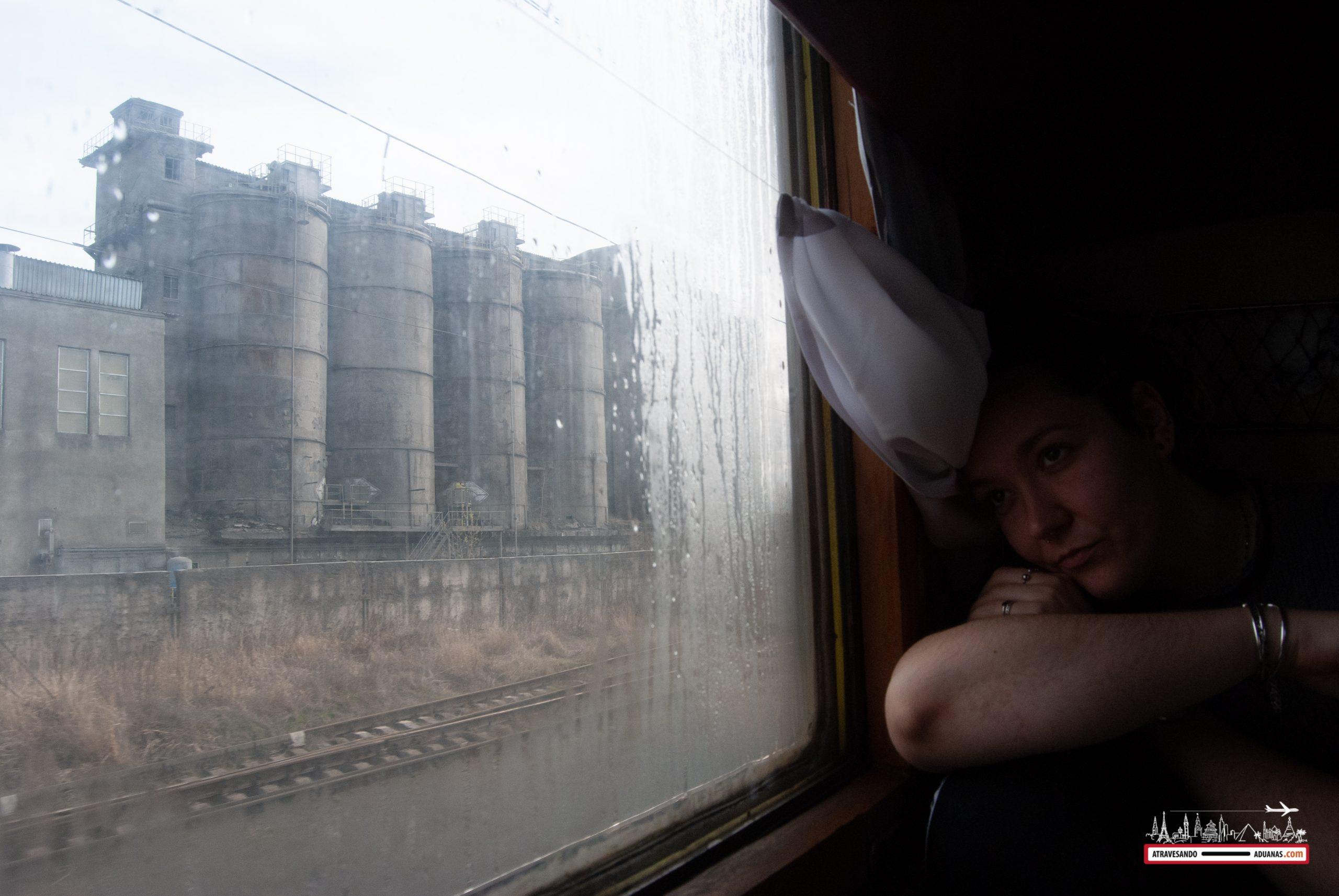 ventana de la tercera clase de los trenes ucranianos