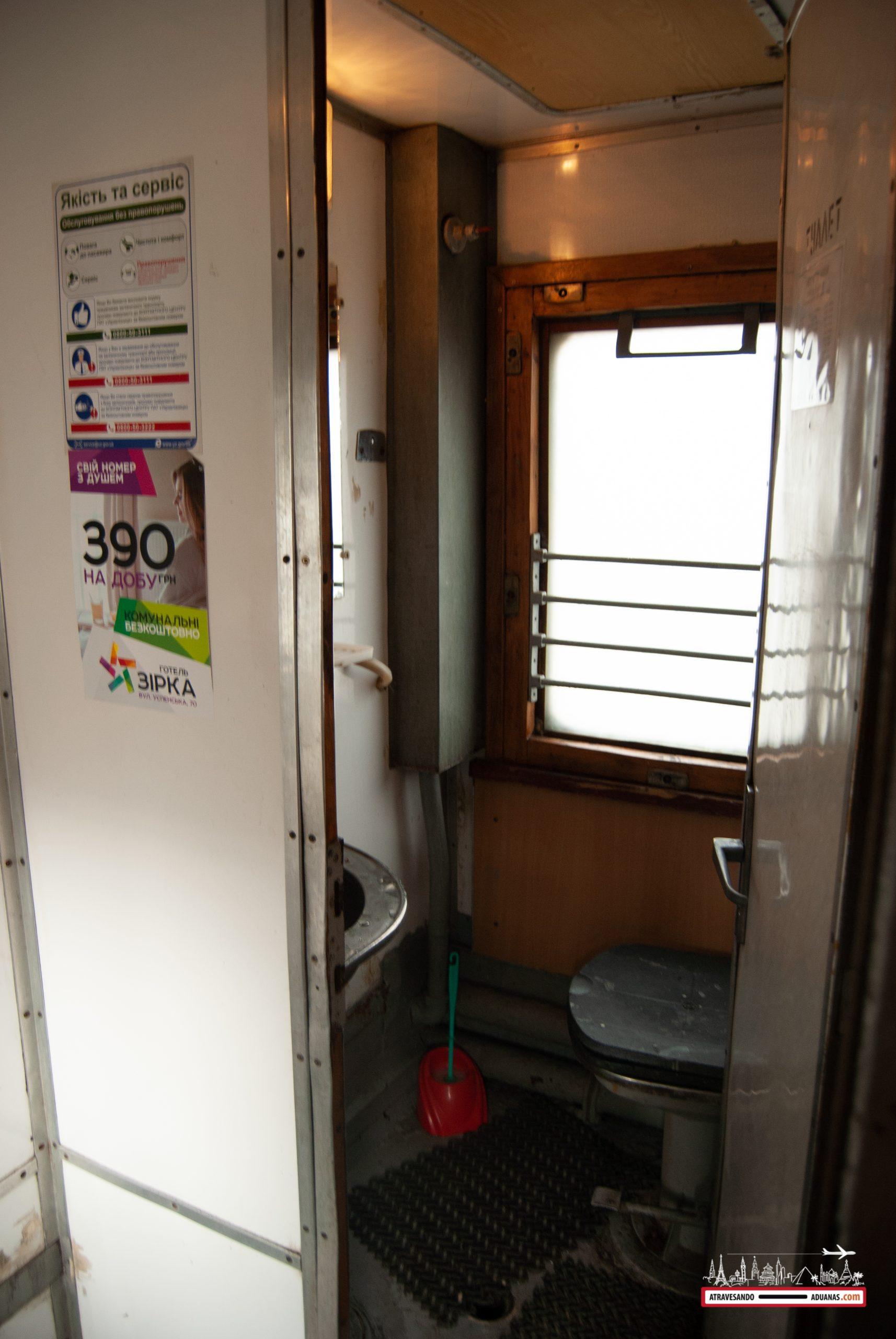 baños de la tercera clase de los trenes ucranianos