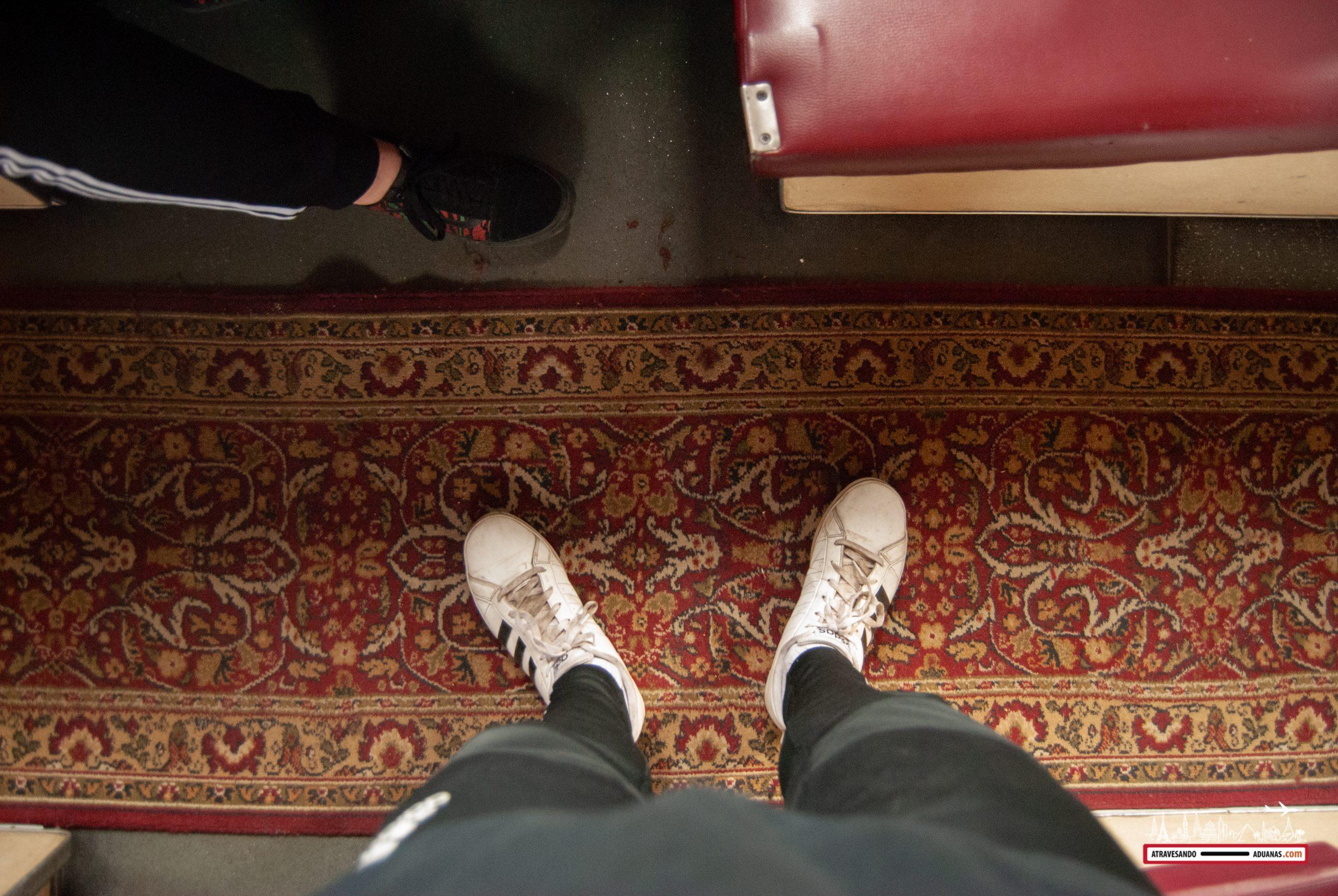 alfombra de la tercera clase de un tren ucraniano