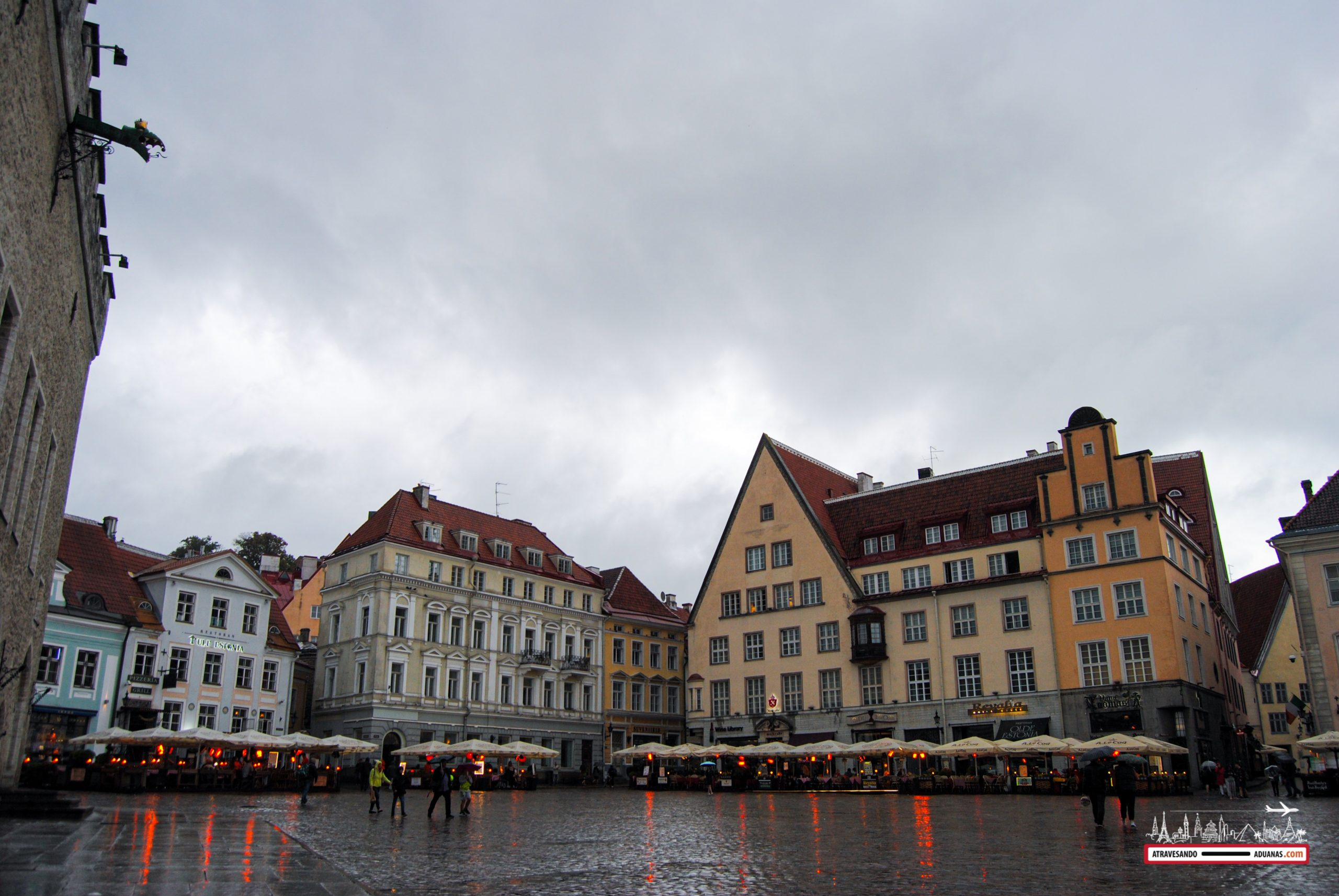 Plaza del ayuntamiento de Tallinn, estonia