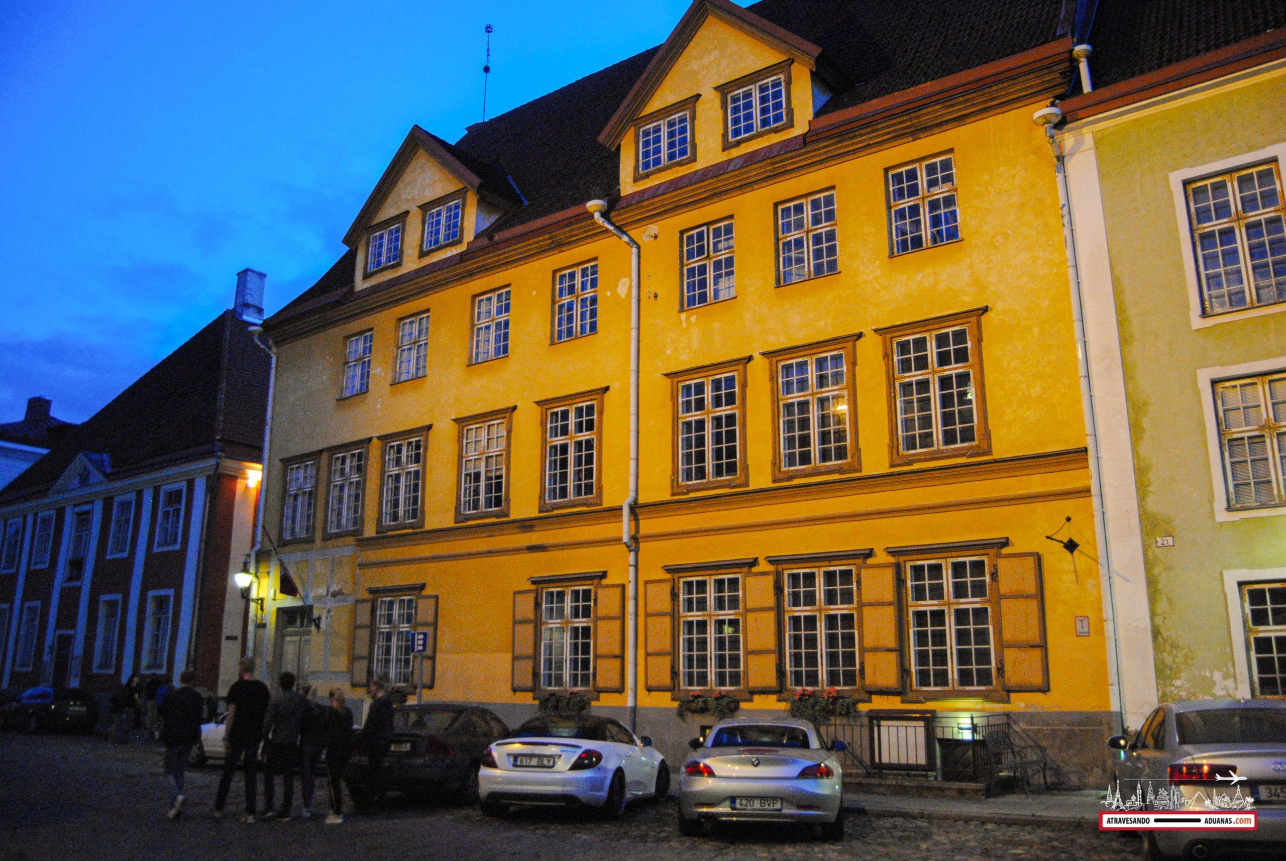 Casa en Tallinn al caer la noche