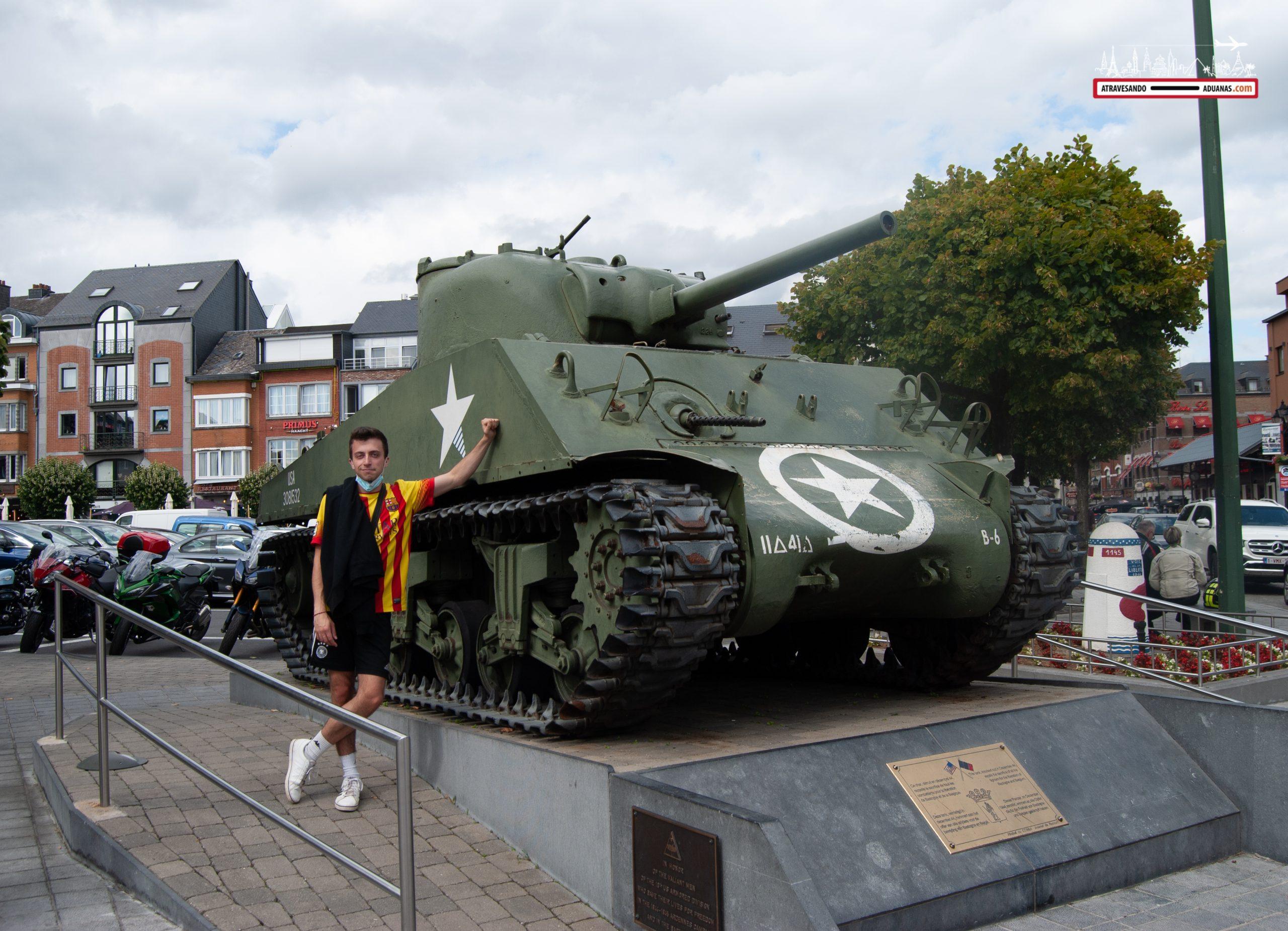 Sherman en la plaza de Bastoña