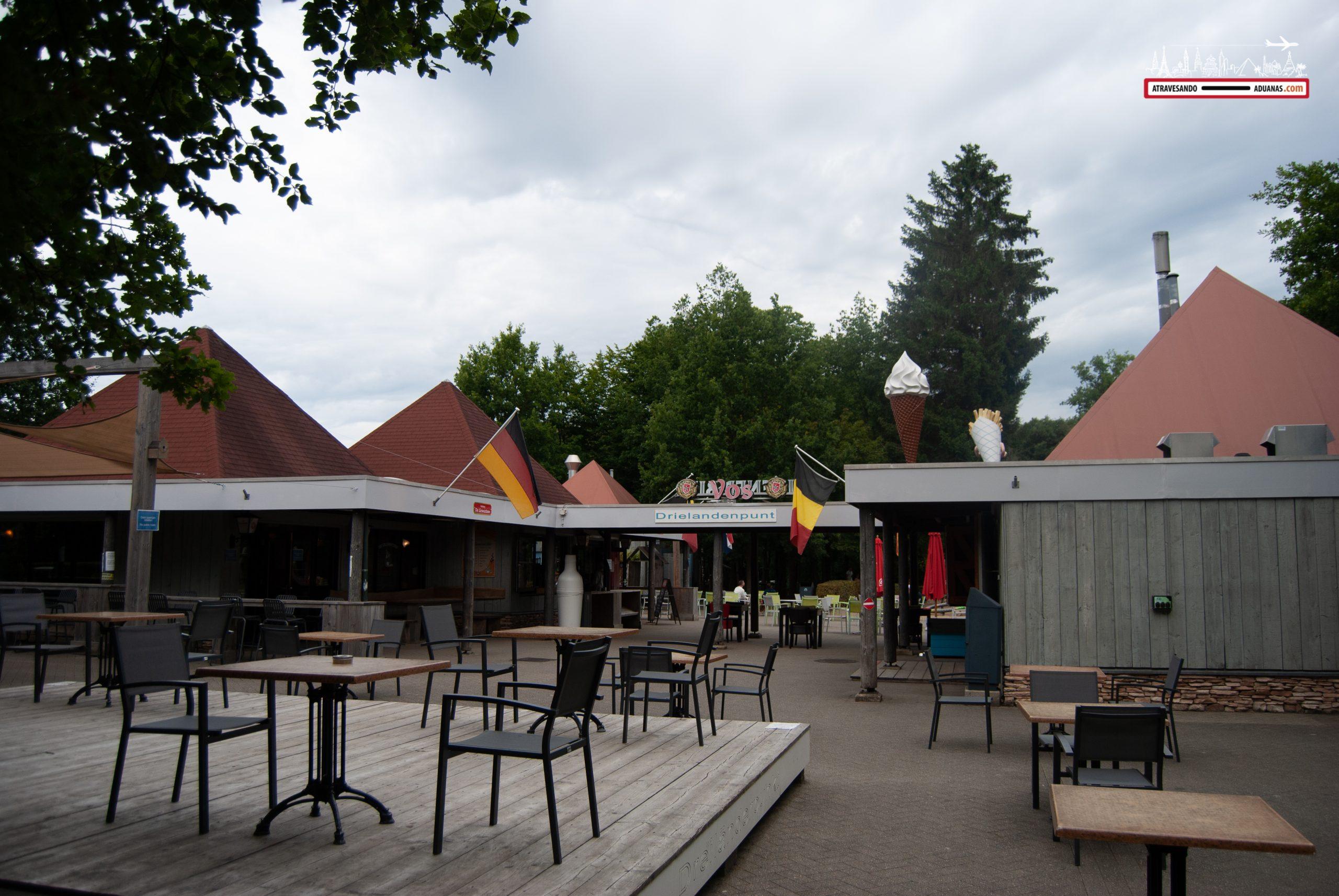 Cafetería en el tripoint entre Holanda, Alemania y Bélgica