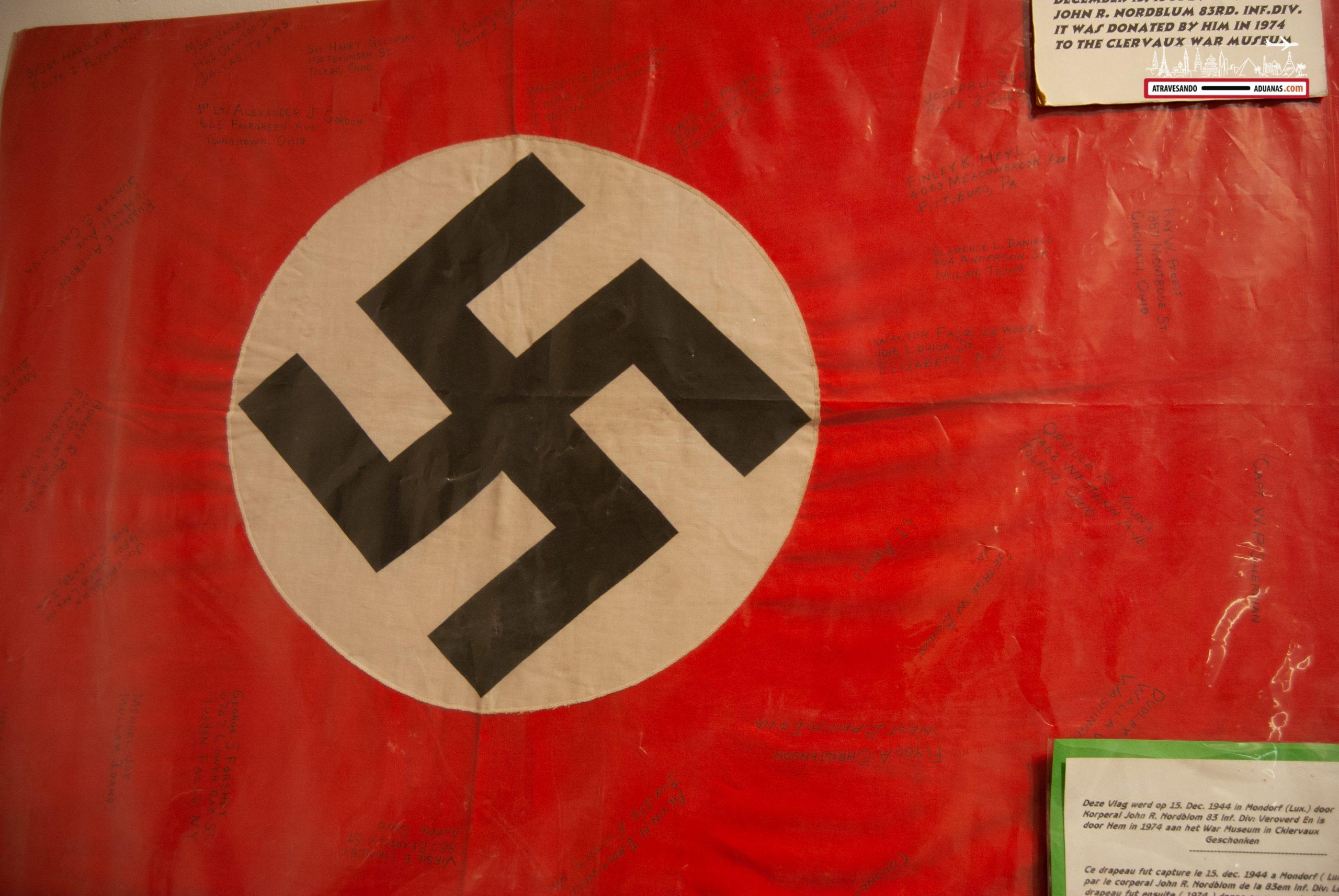 Bandera nazi en el Museo de la Batalla de las Ardenas de Clervaux