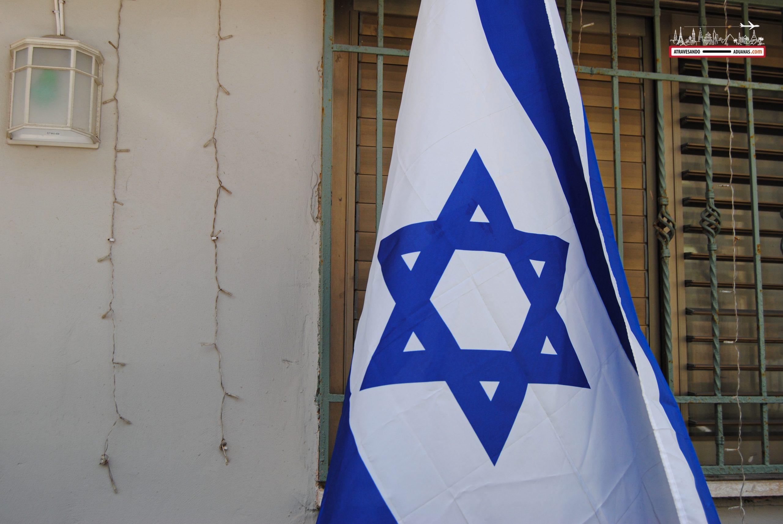 bandera de Israel en Tel Aviv