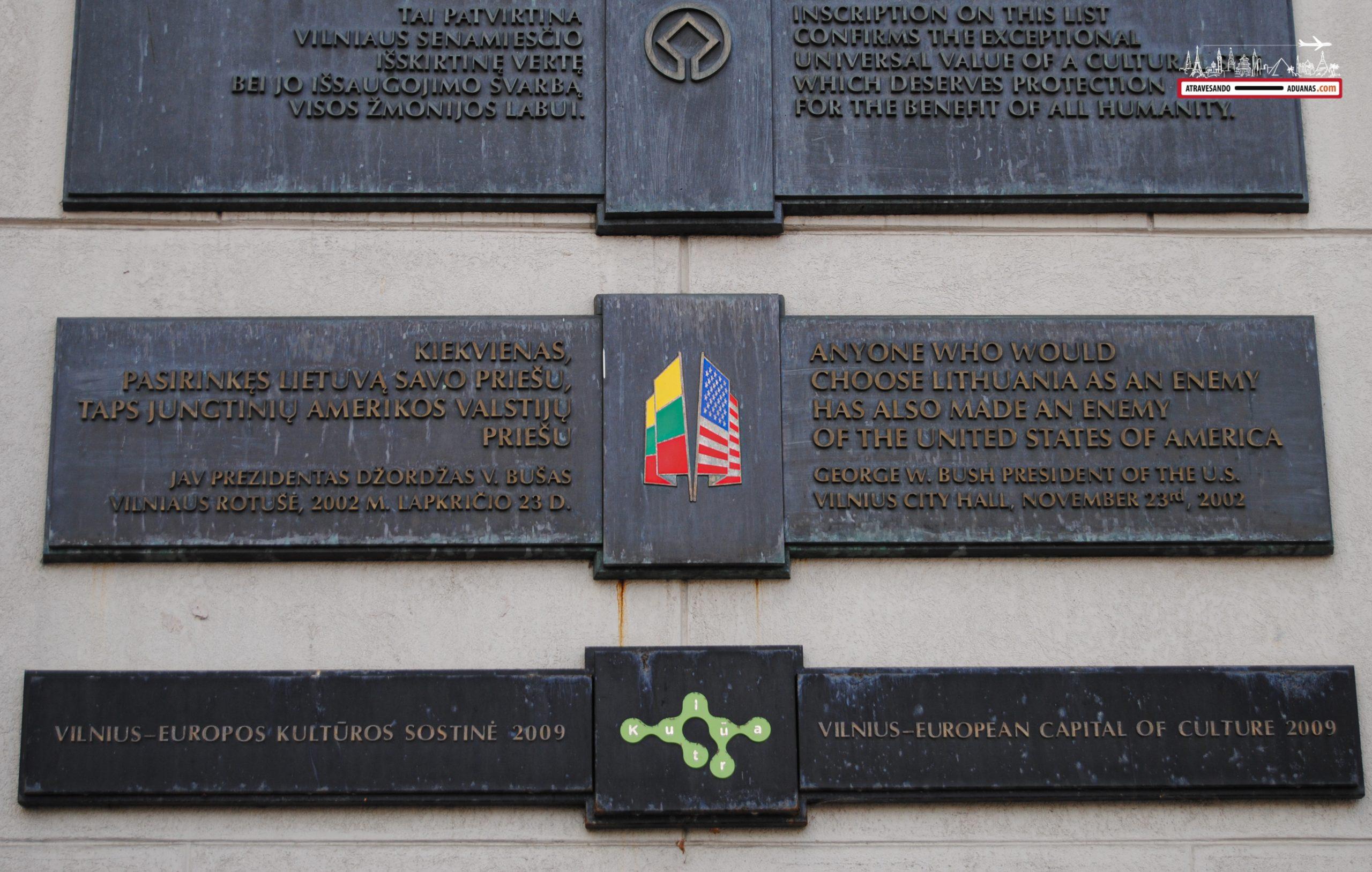 Placa conmemorativa de la Adhesión de Lituania a la OTAN