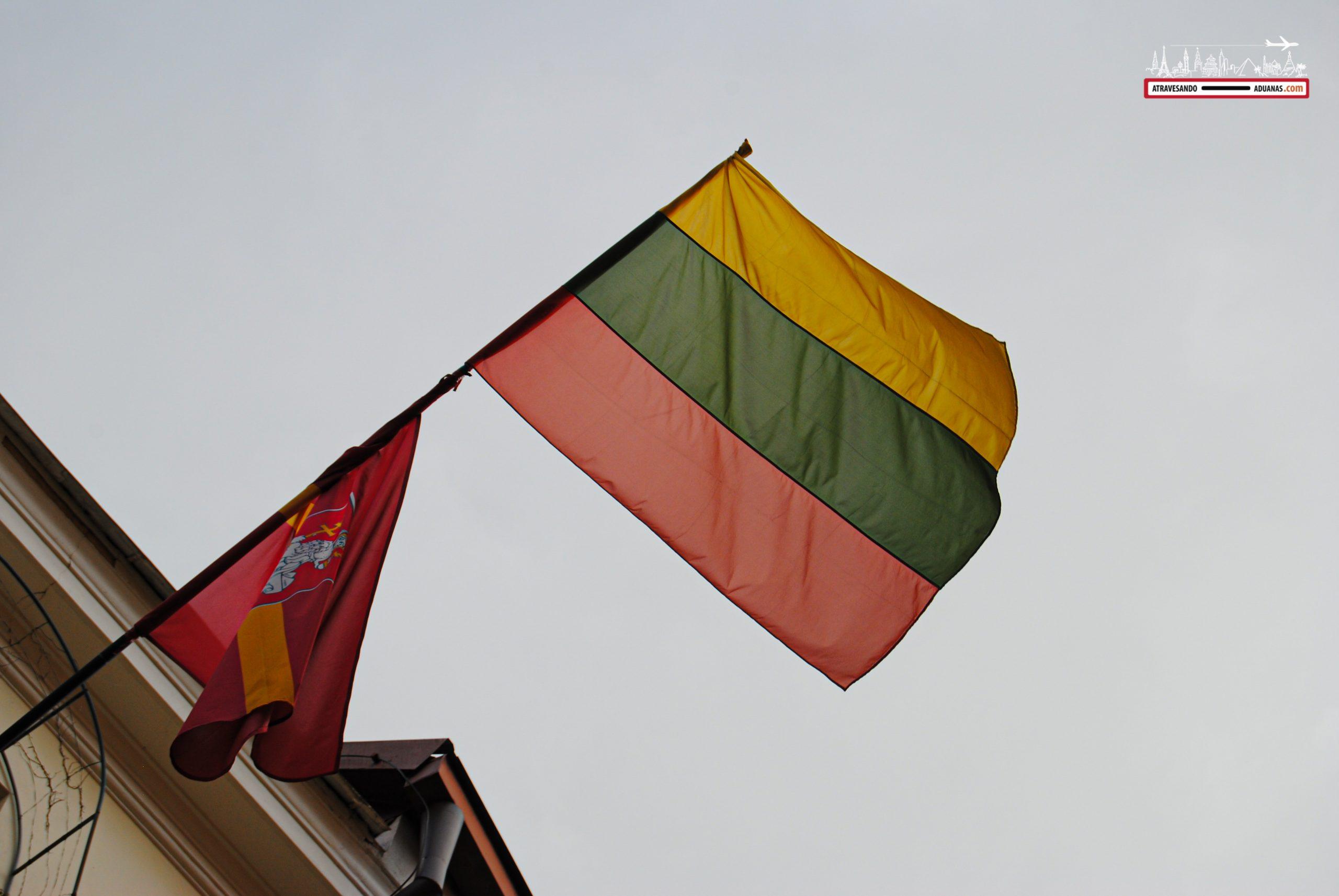 Bandera lituana en Vilnius