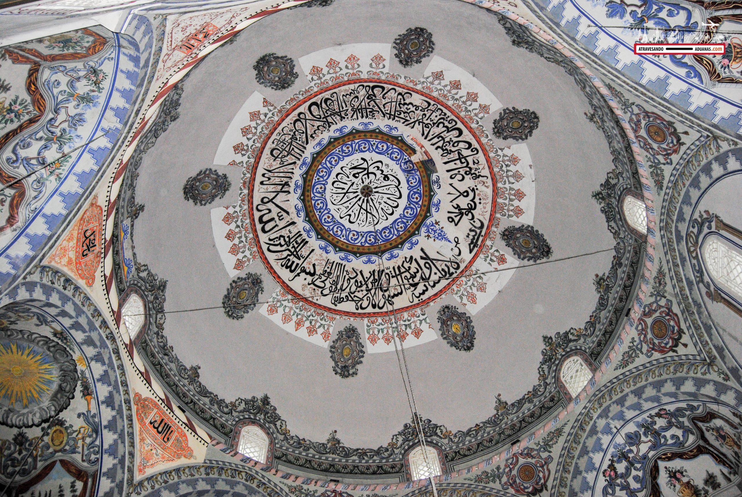 Interior de la mezquita sinan pasha de Prizren