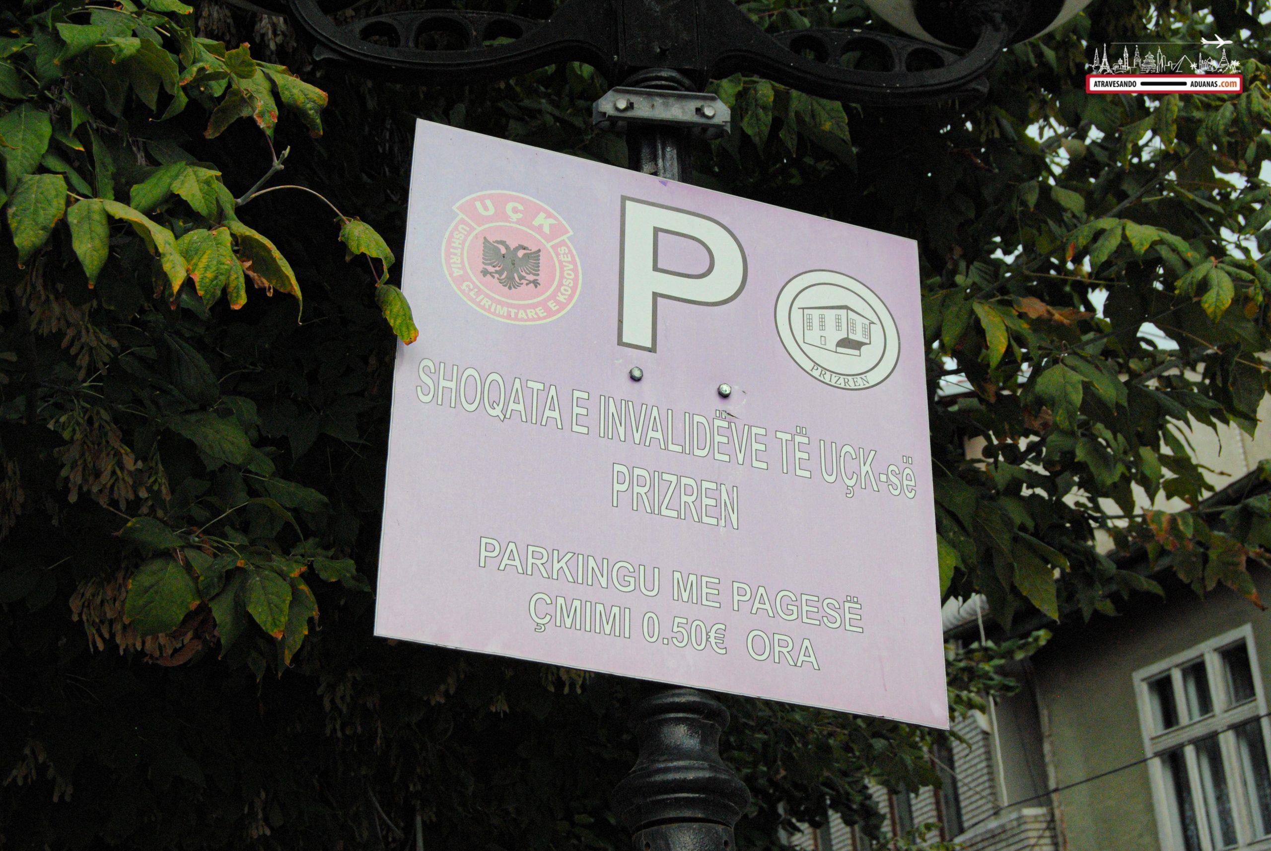 Plaza de párking haciendo referencia a miembros del UÇK