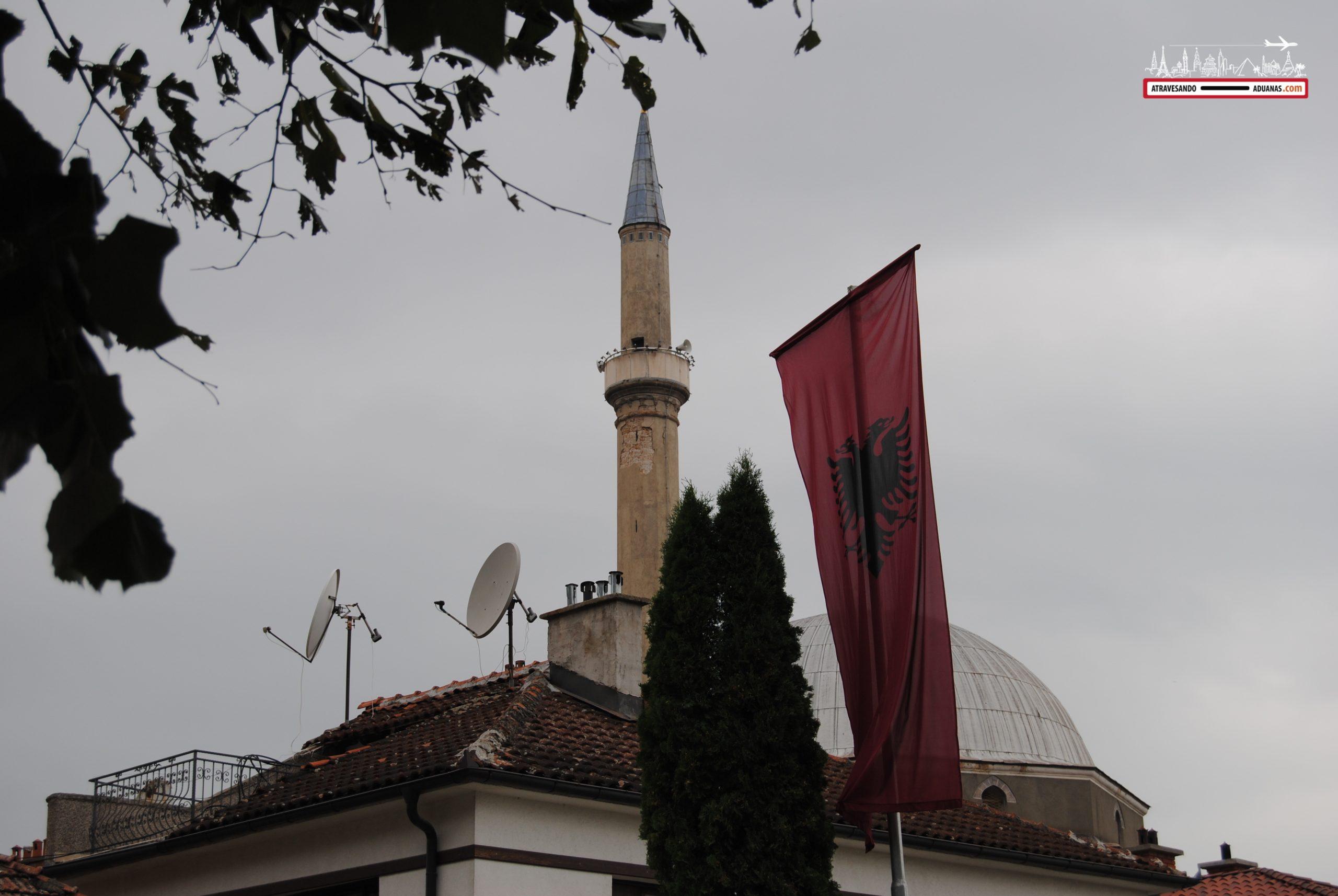 Bandera albanesa en Prizren