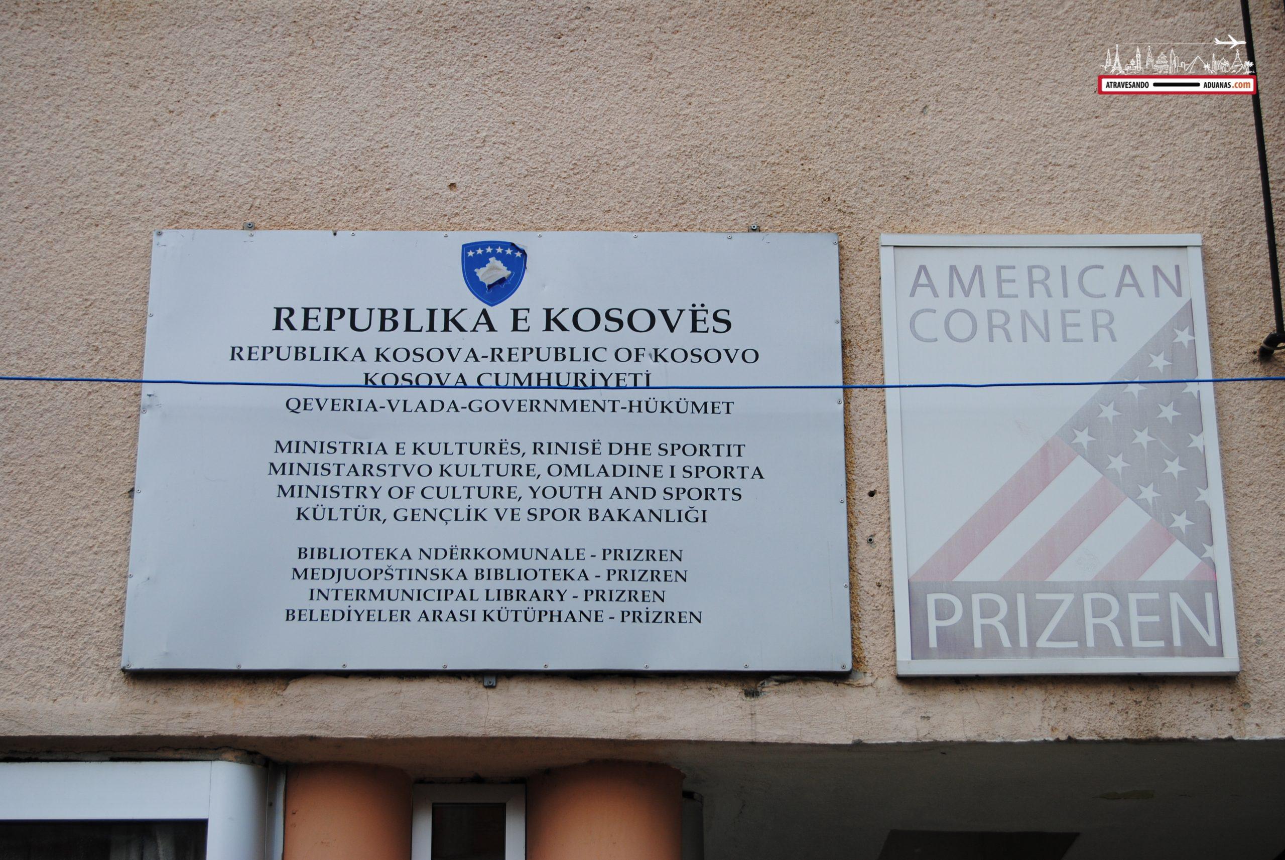 Cartel apelando a EEUU en Prizren