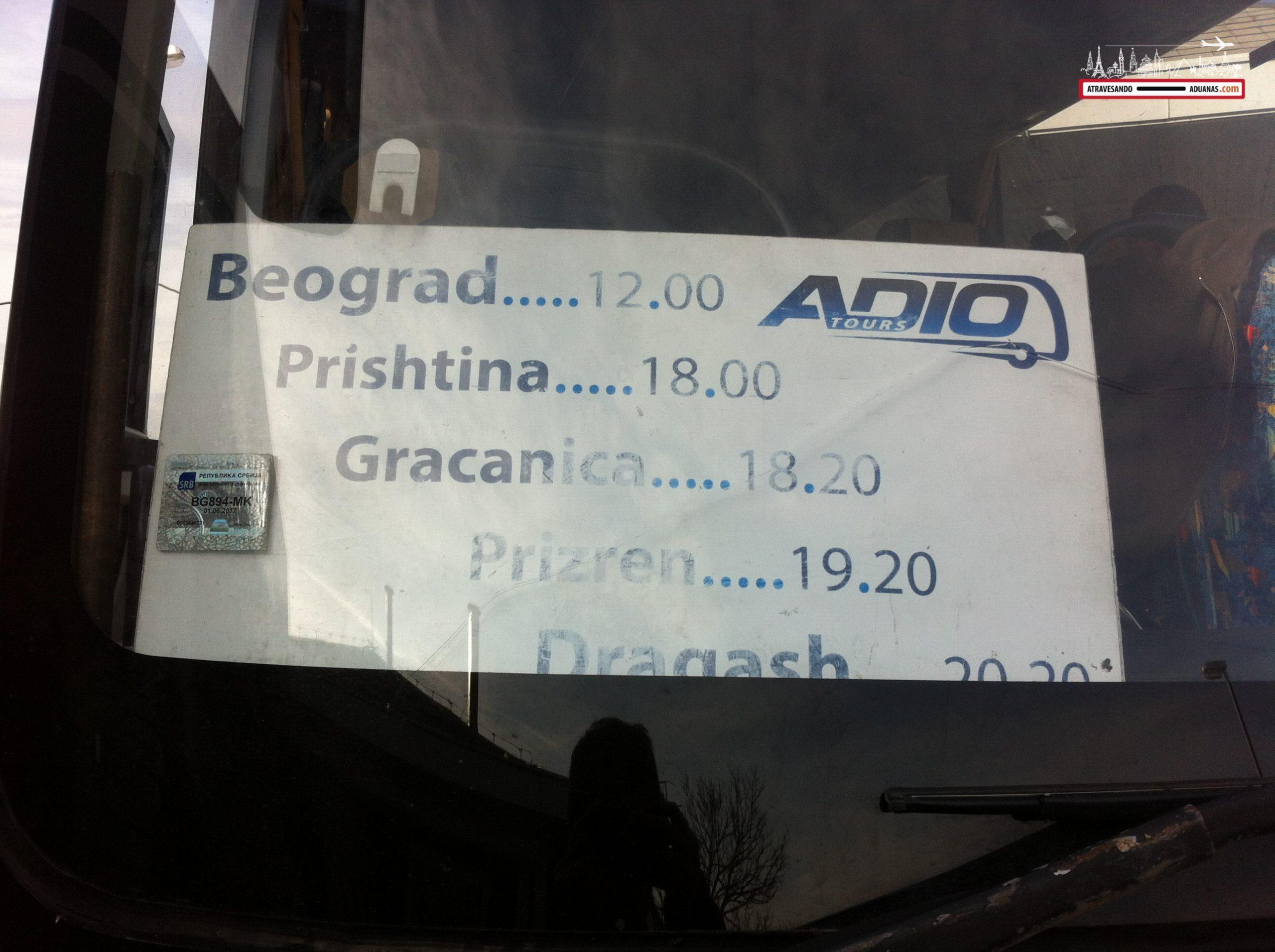 Autobús que me llevó de Belgrado a Prishtina