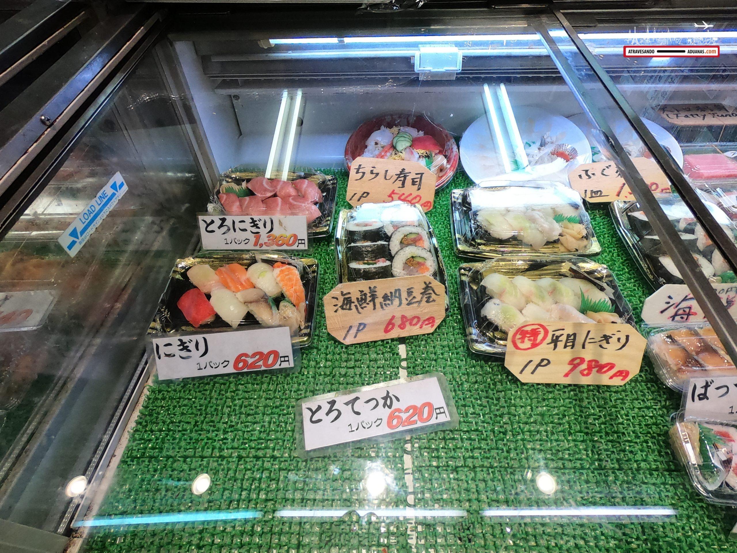 Sushi en una parada del mercado de Fukuoka