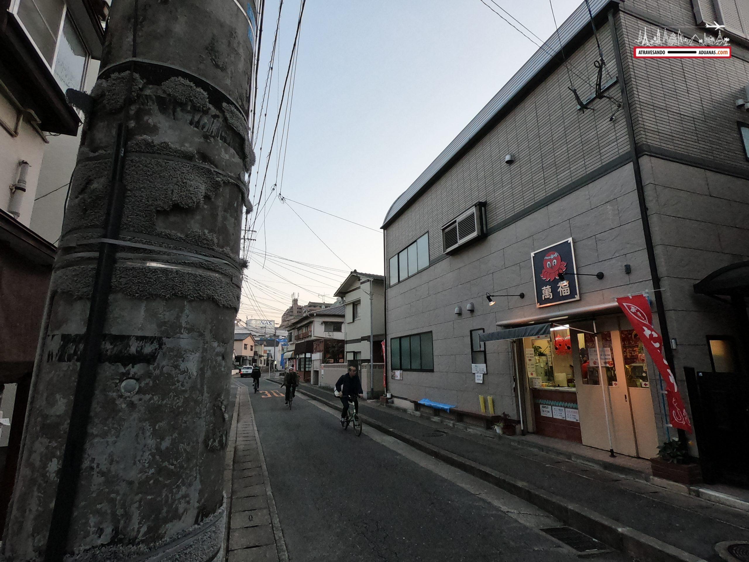 Puesto de Okonomiyaki en Fukuoka